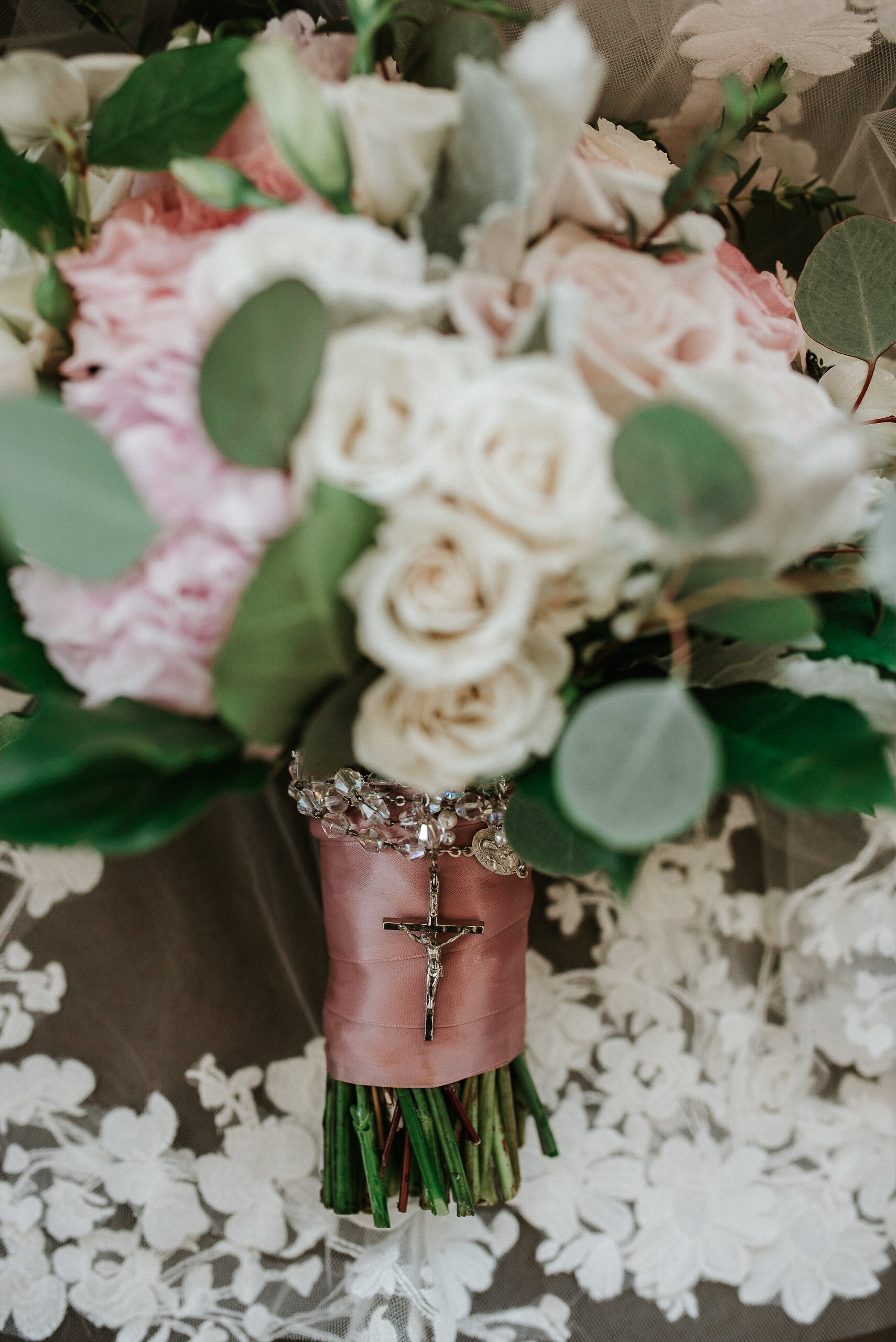 Bridal bouquet with rosary
