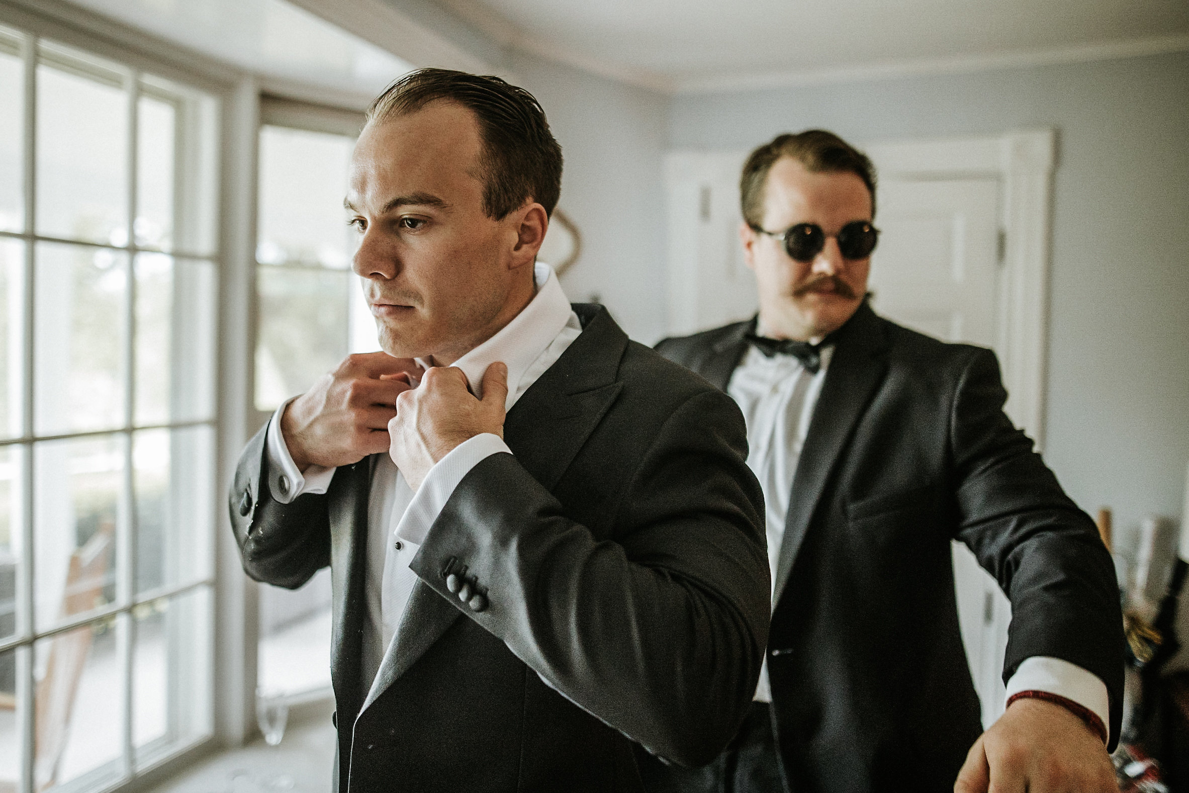 Groom fixing collar