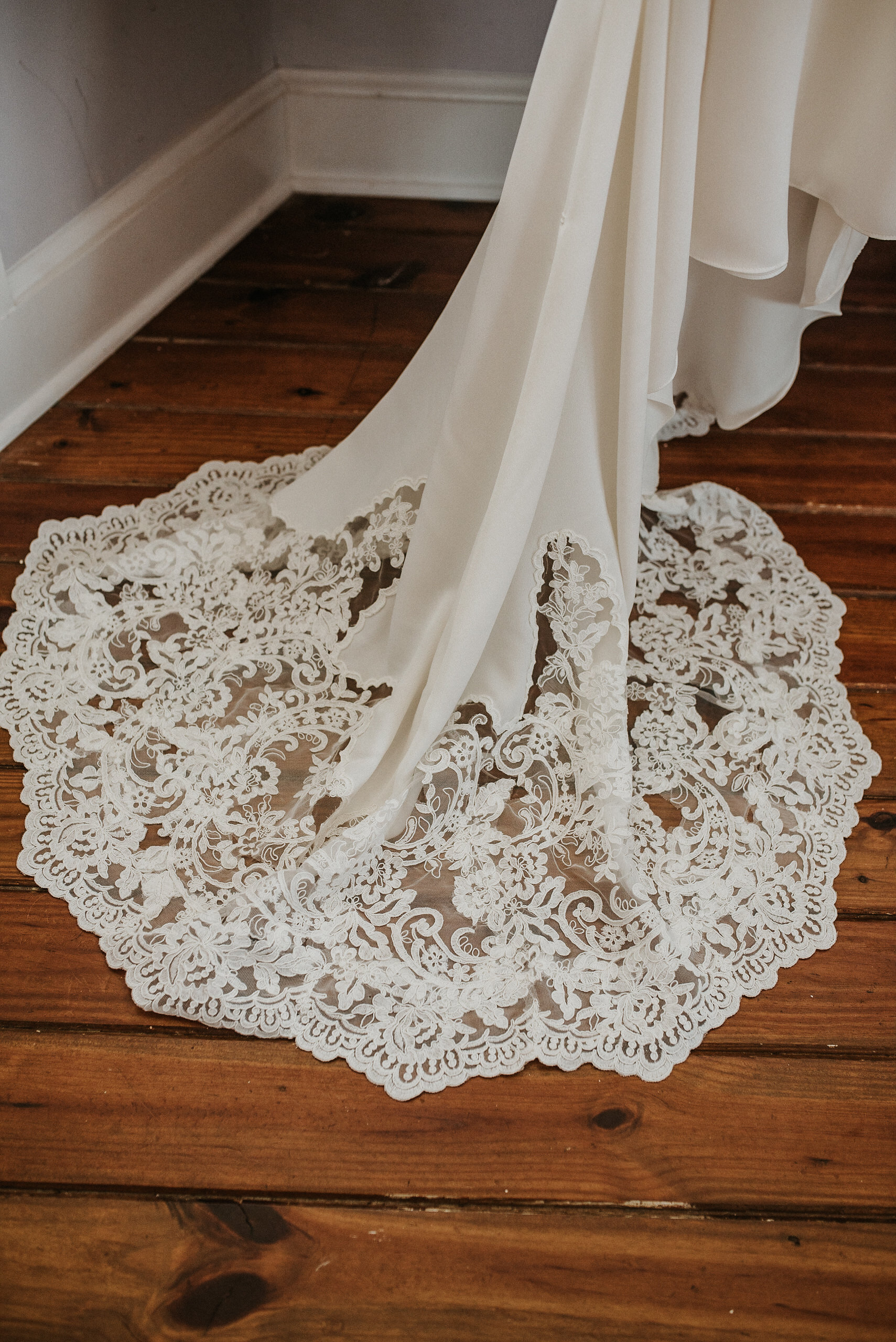 Lace train for wedding dress