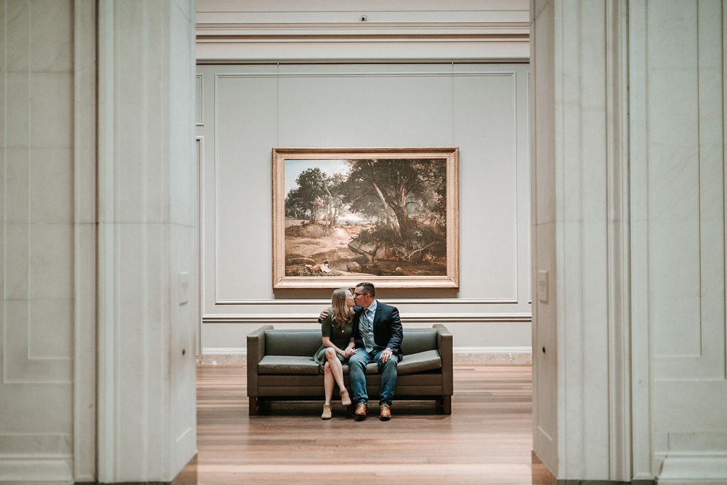 Couple kissing at engagement shoot at Smithsonian National Portrait Gallery