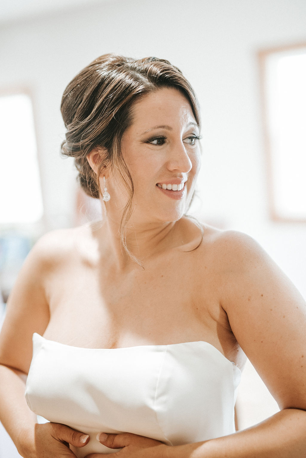 bride getting ready at Linganore Winecellars