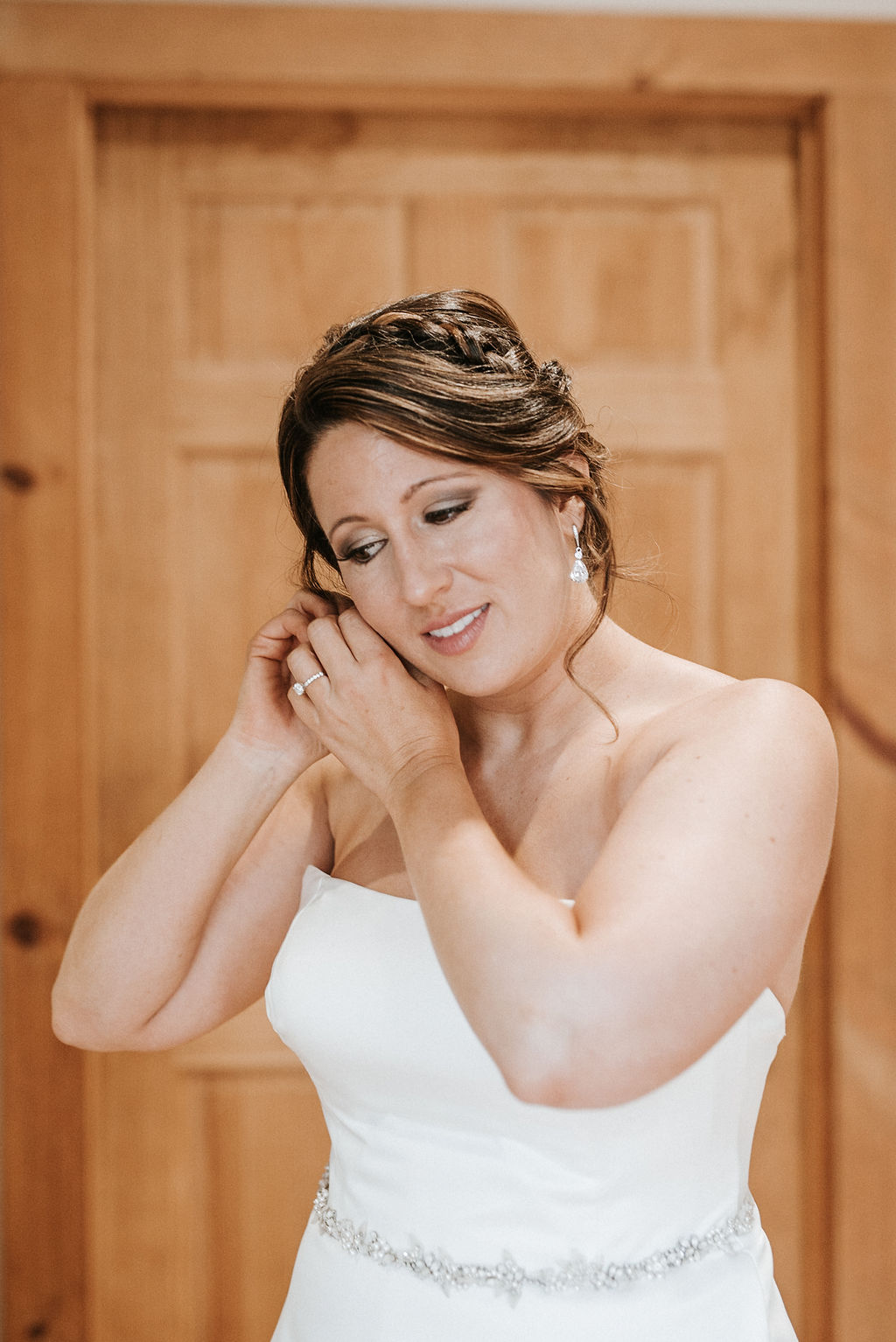 bride putting on earrings at Linganore Winecellars