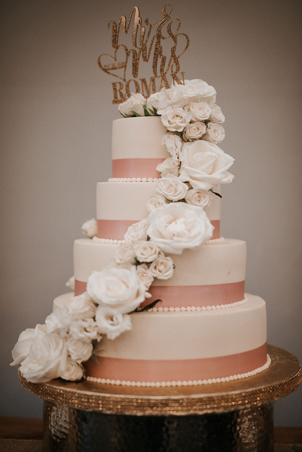 Detail Shot of the Wedding Cake at Blue Valley Vineyard