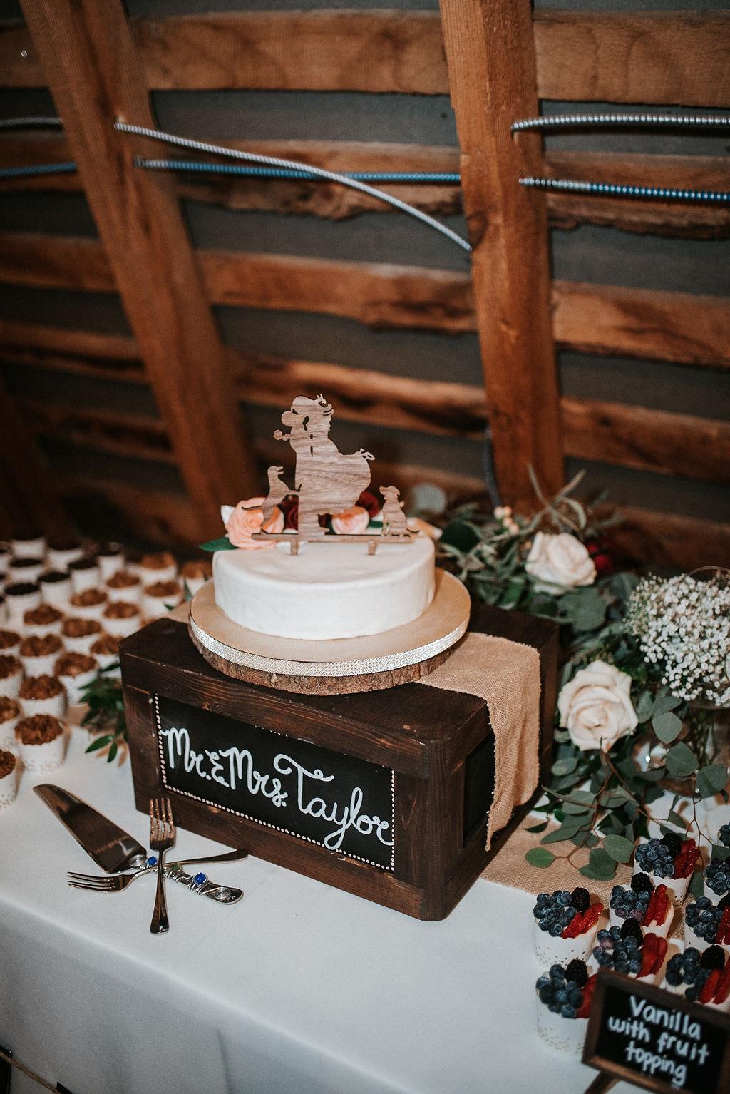 detail shot of wedding cake at 48 Fields Farm