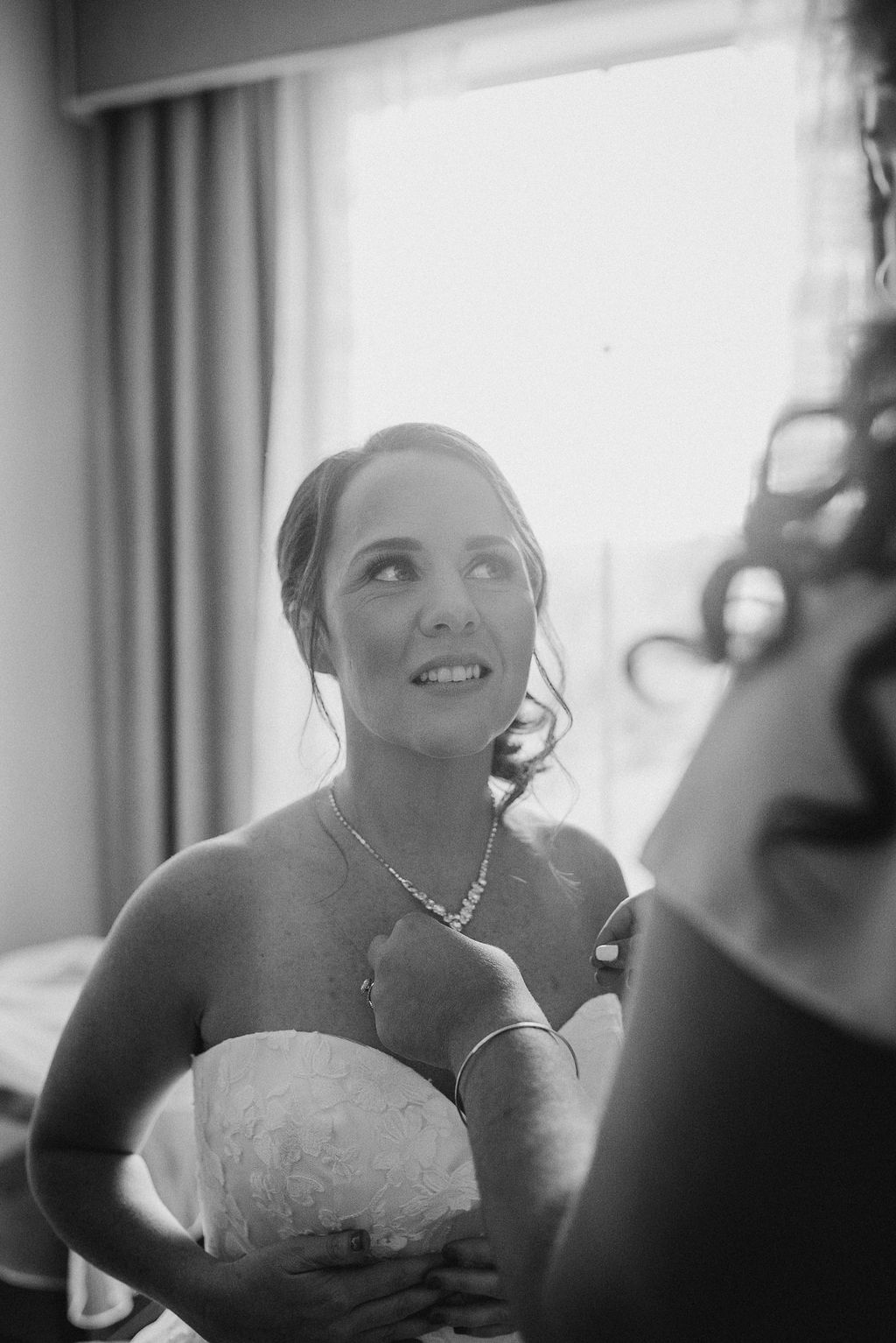 bride getting ready at kimble farm