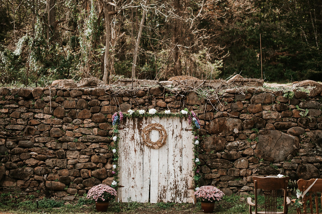 detail shot of ceremony site at kimble farm