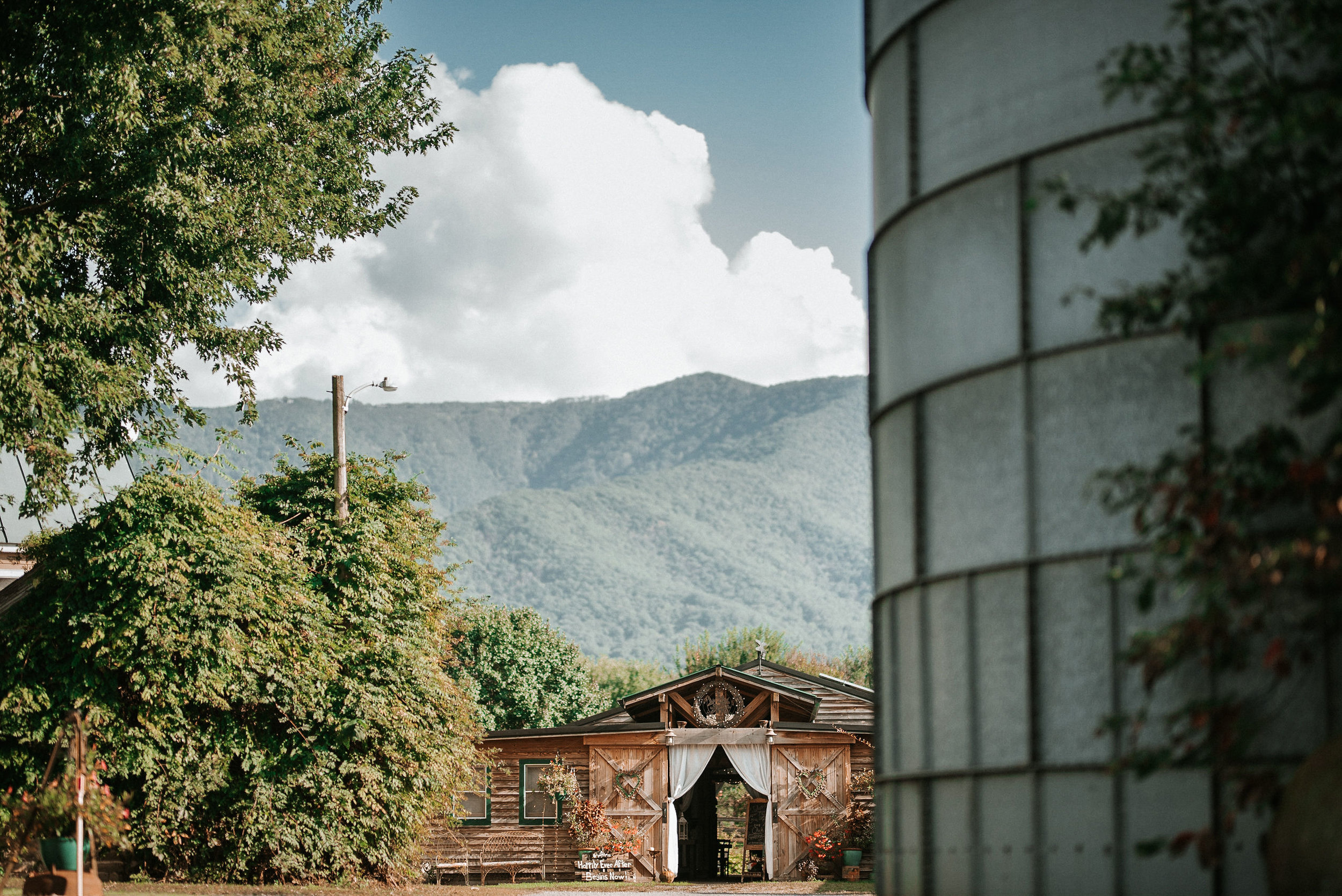 wedding venue shot at Khimaira Farm