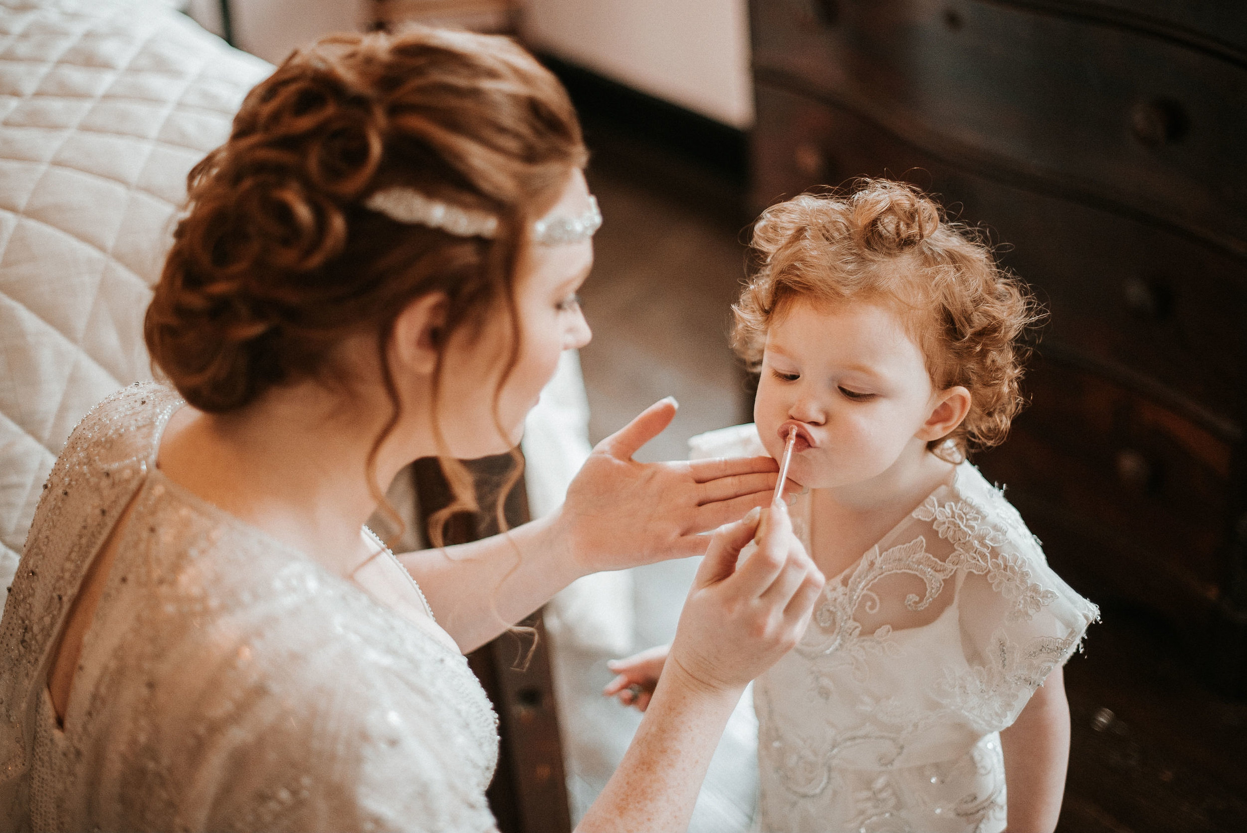 flower girl getting lipgloss at Braehead Manor