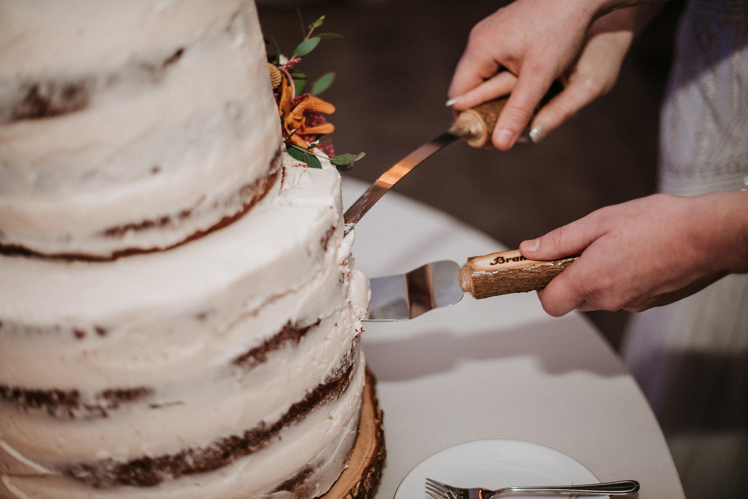 bride and groom cut wedding cake at Braehead Manor