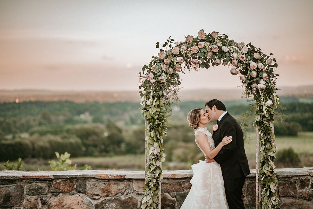Bride+and+Groom+Kissing+at+Sunset+at+Alter+at+Bluemont+Vineyard.jpeg