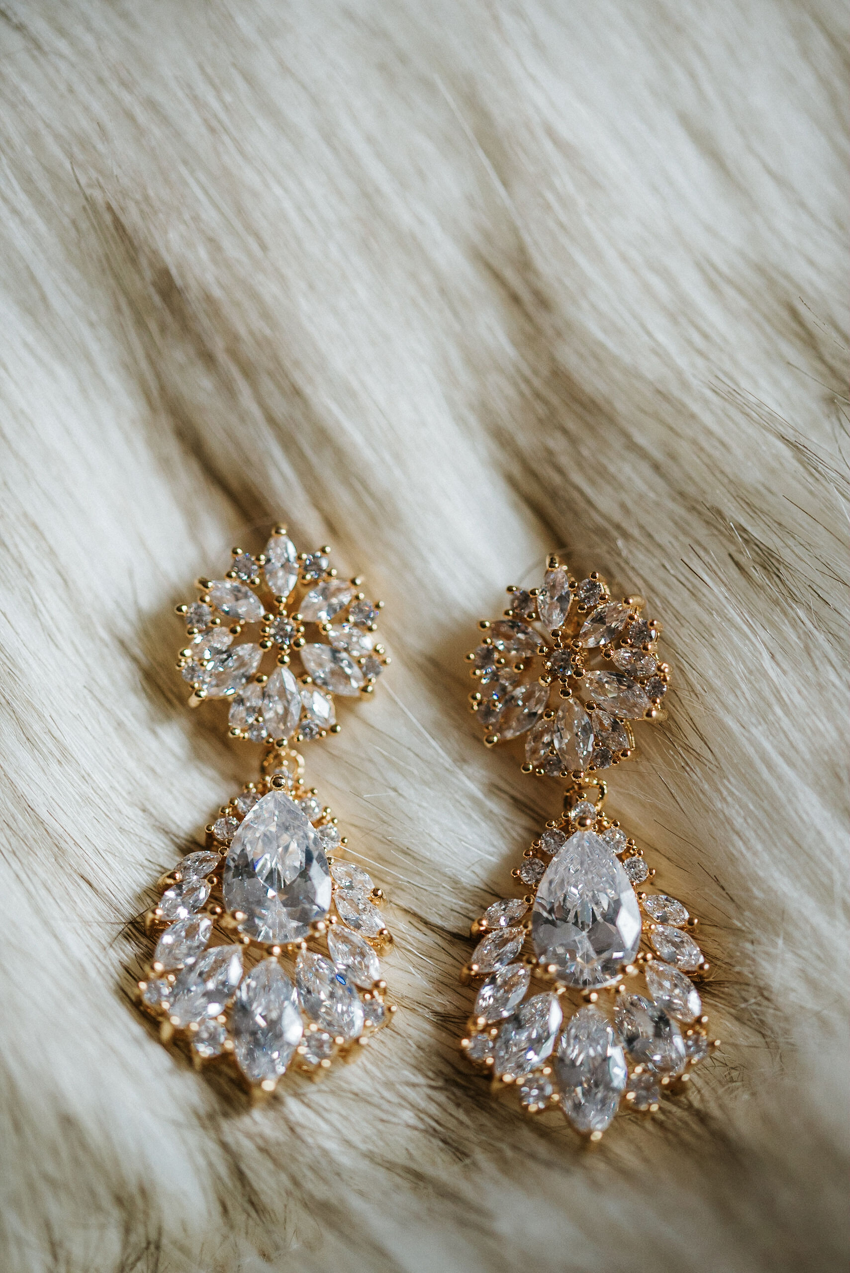 detail shot of earrings at the kimpton carlyle hotel