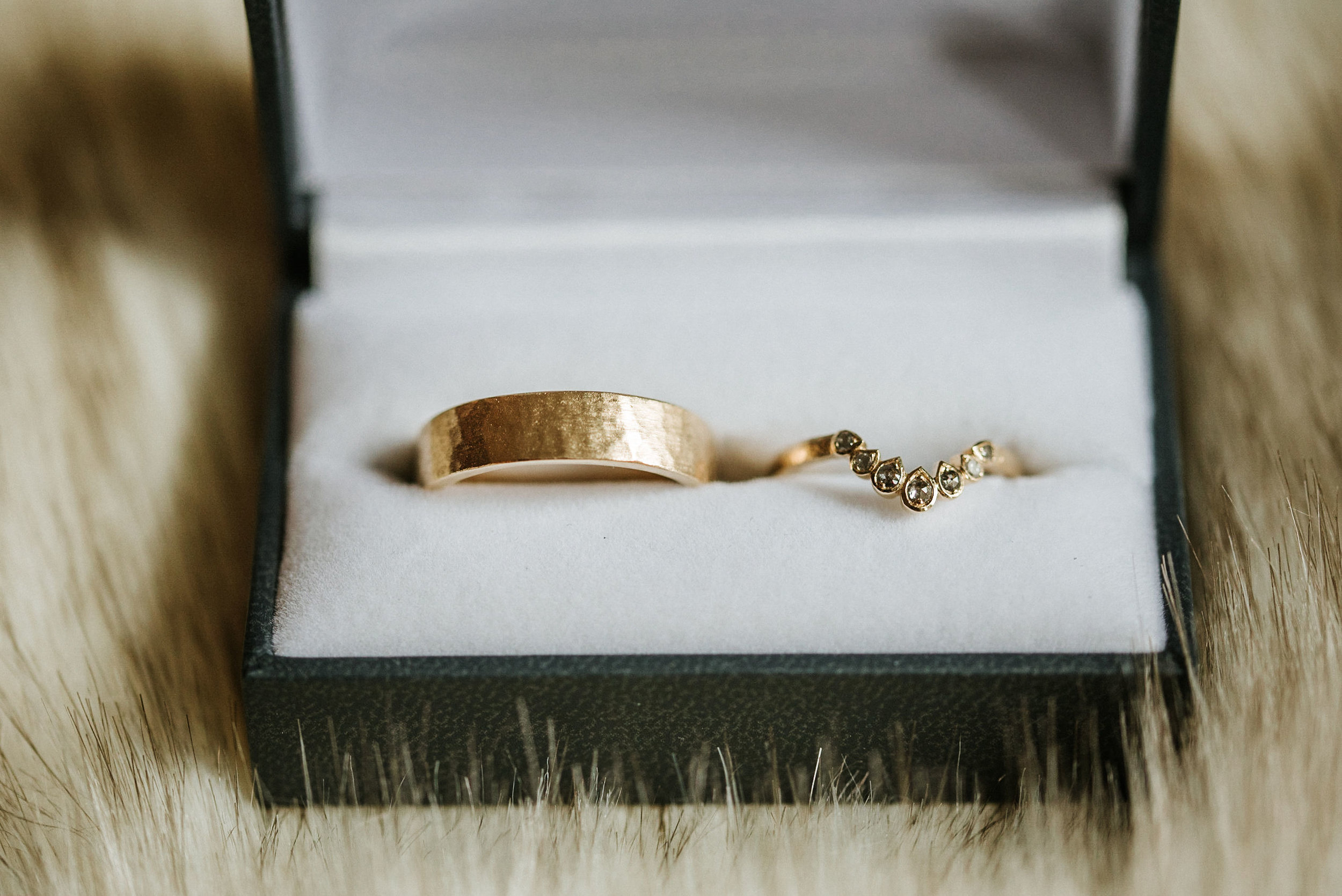detail shot of weddings rings at the kimpton carlyle hotel