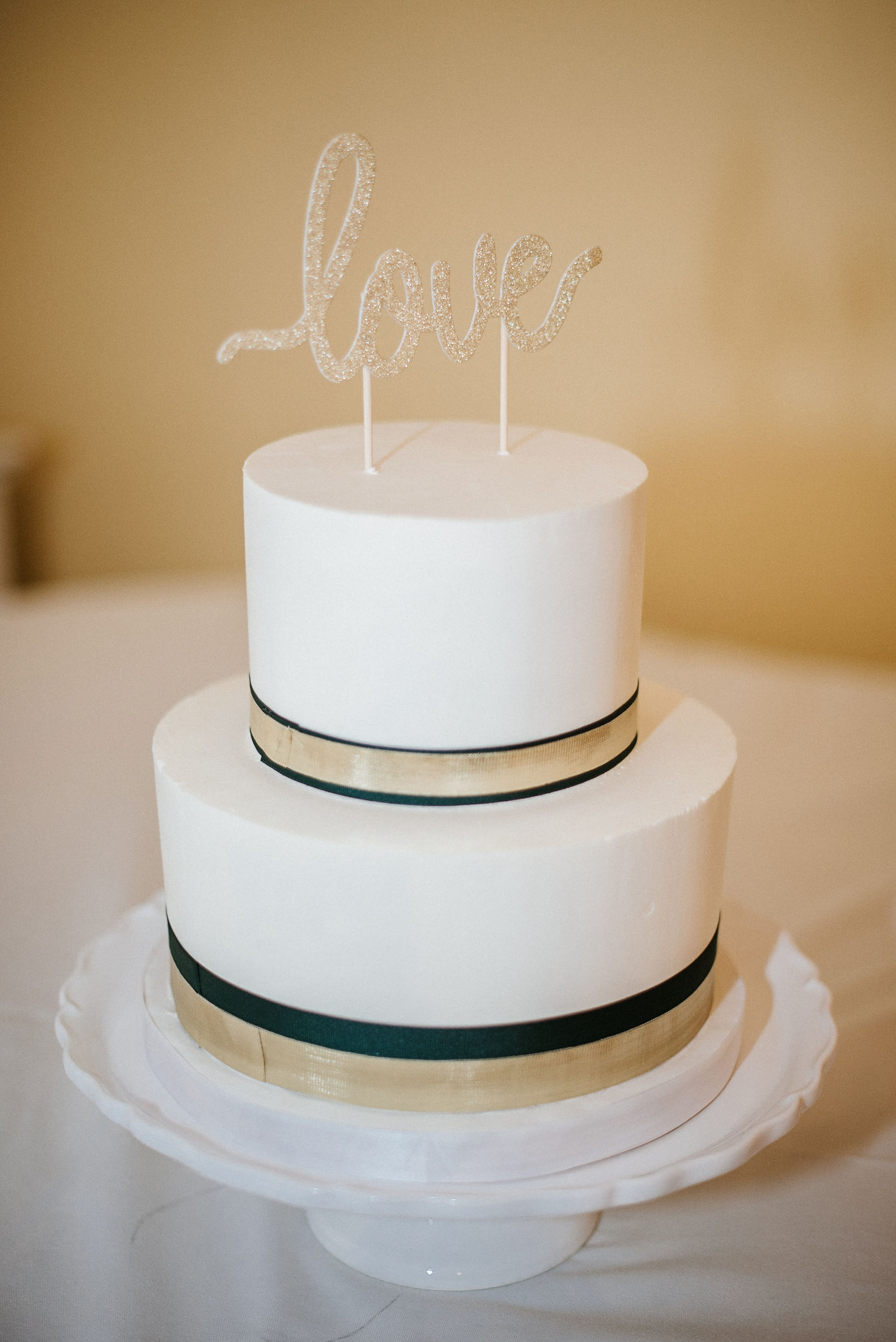 detail shot of wedding cake at the josephine butler parks center