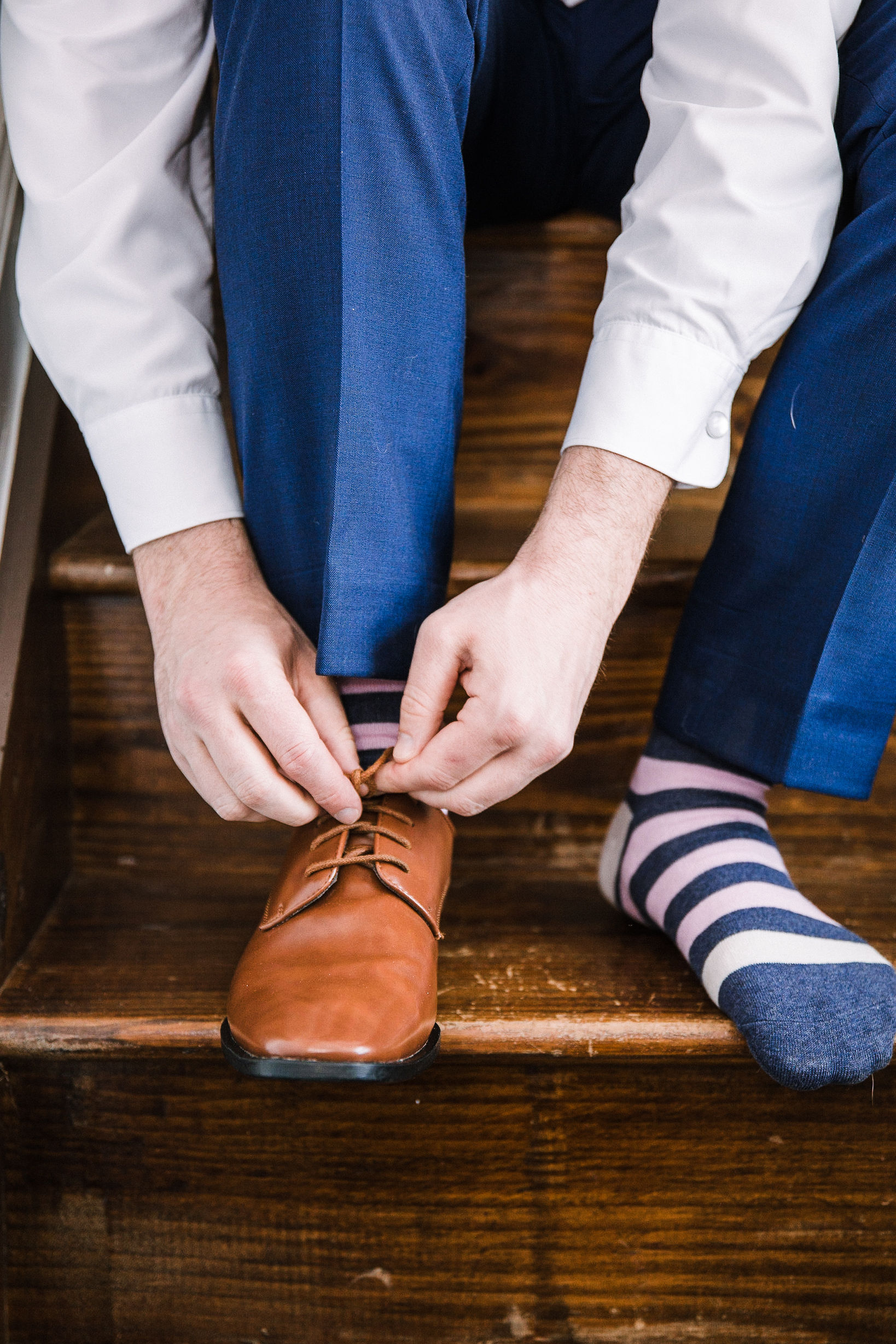 groom putting on shoe at Rixey Manor