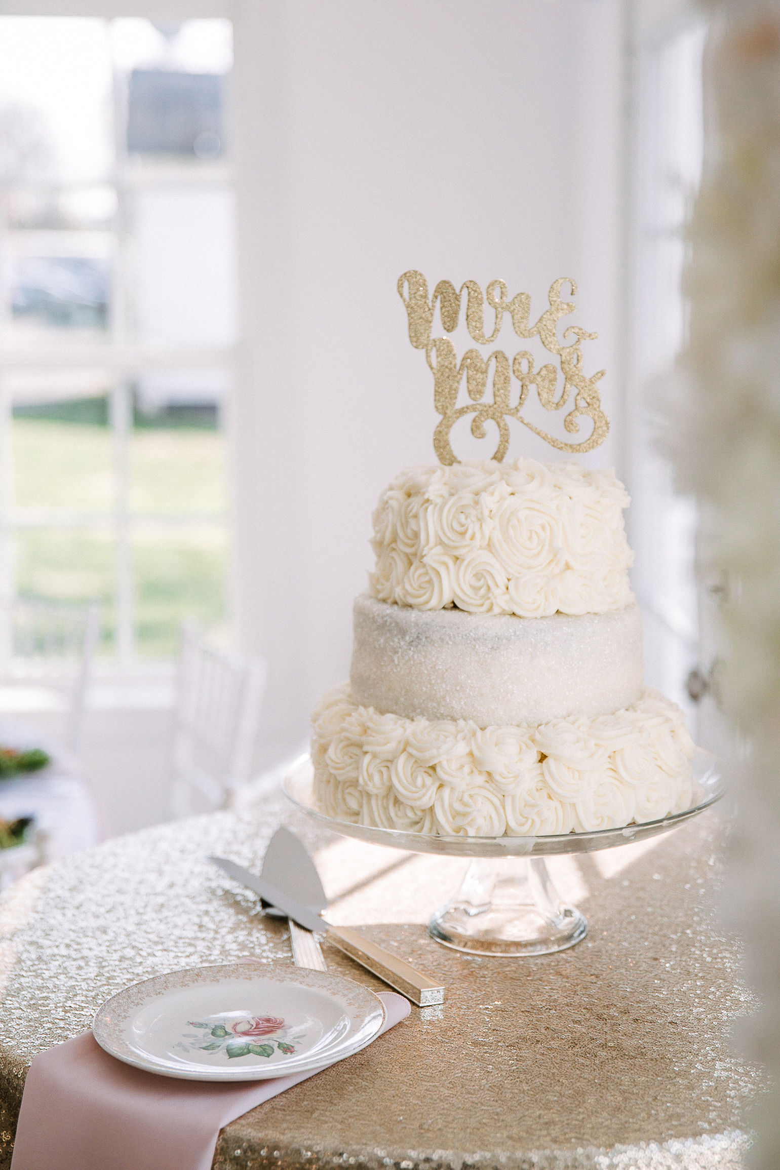 detail shot of wedding cake at Rixey Manor