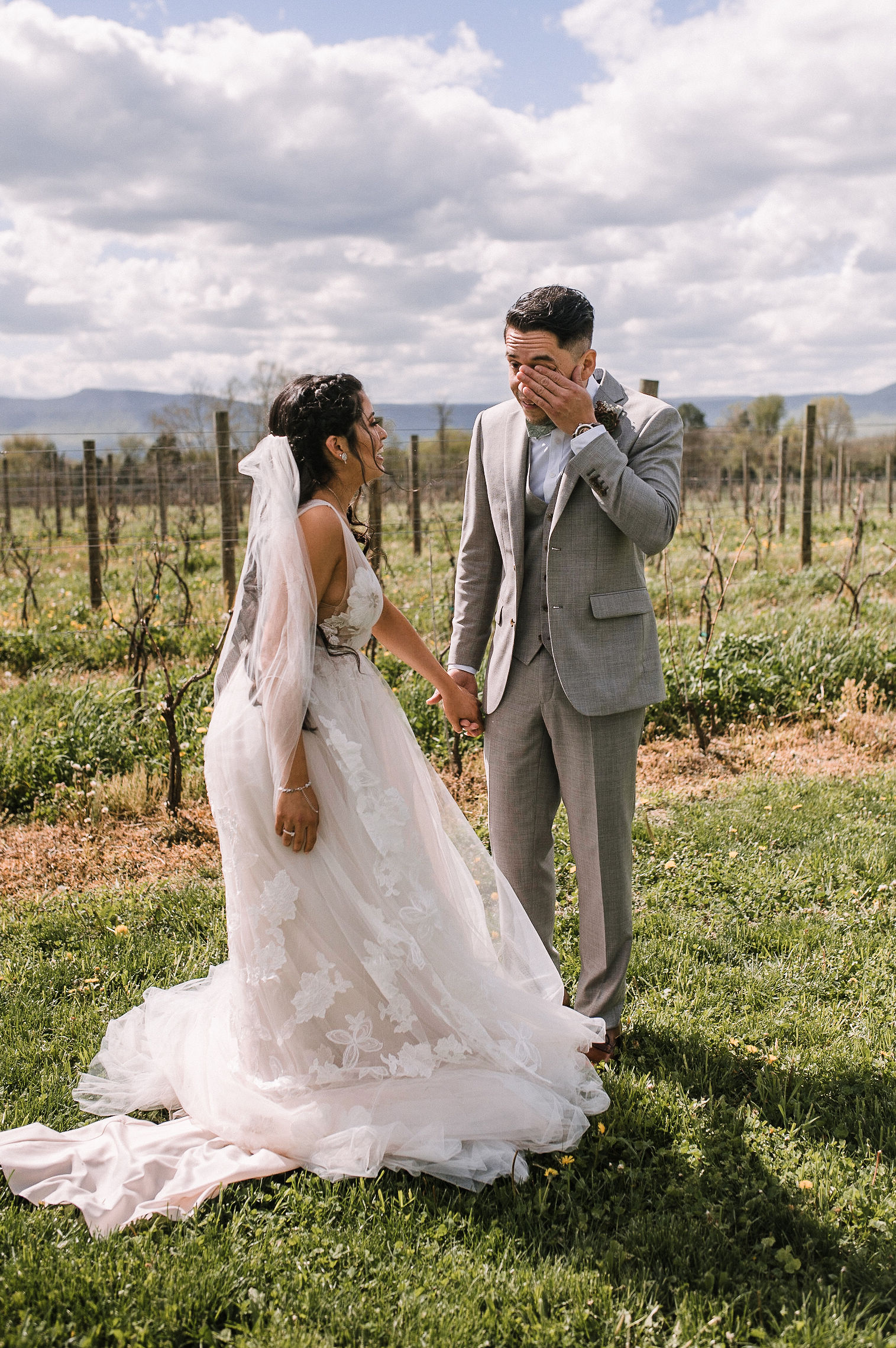 bride and groom doing a first look at the Faithbrooke Barn & Vineyards