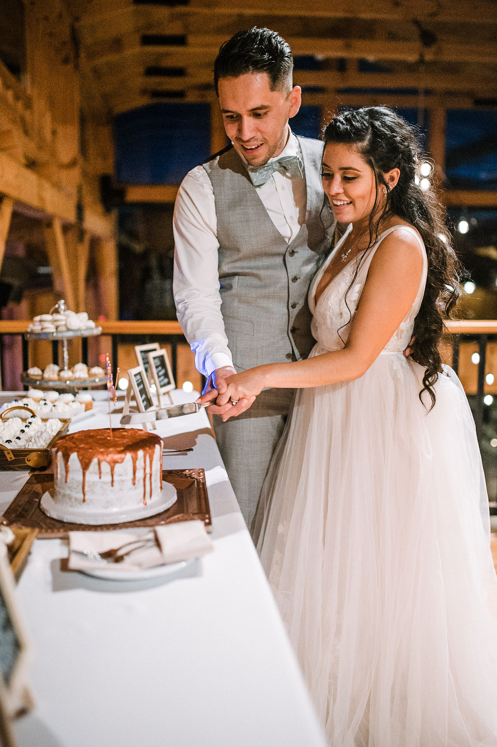 bride and groom cutting the cake at the Faithbrooke Barn & Vineyards