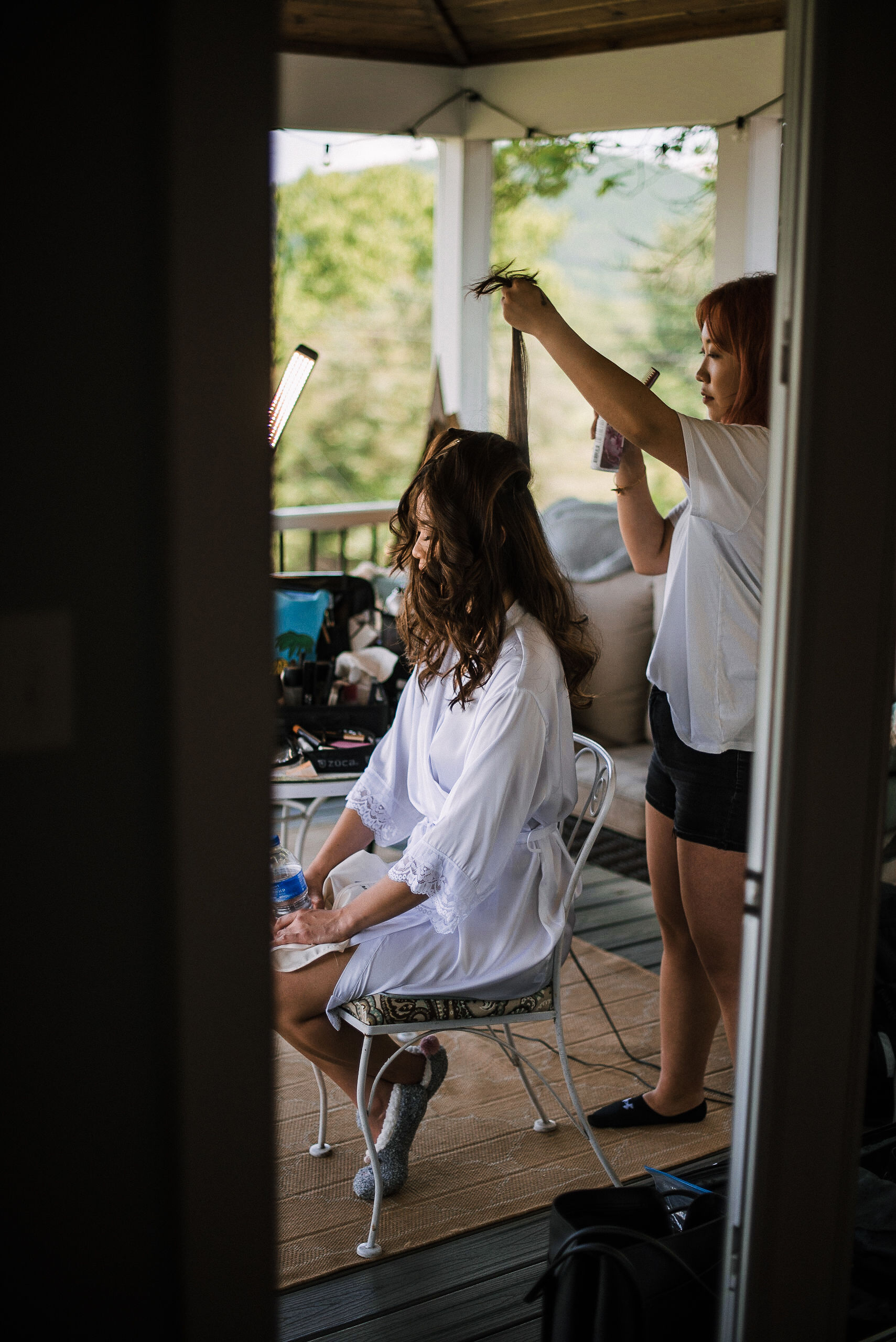 bride getting her hair done at House Mountain Inn & Irvine Estate