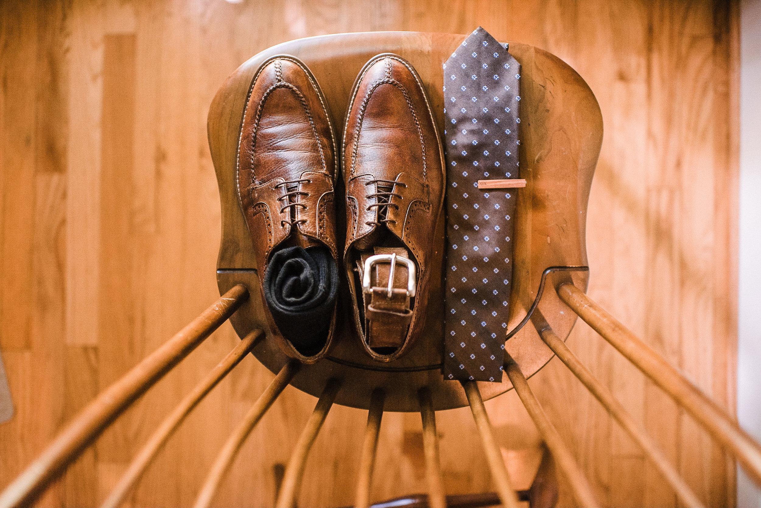 groom details at House Mountain Inn & Irvine Estate