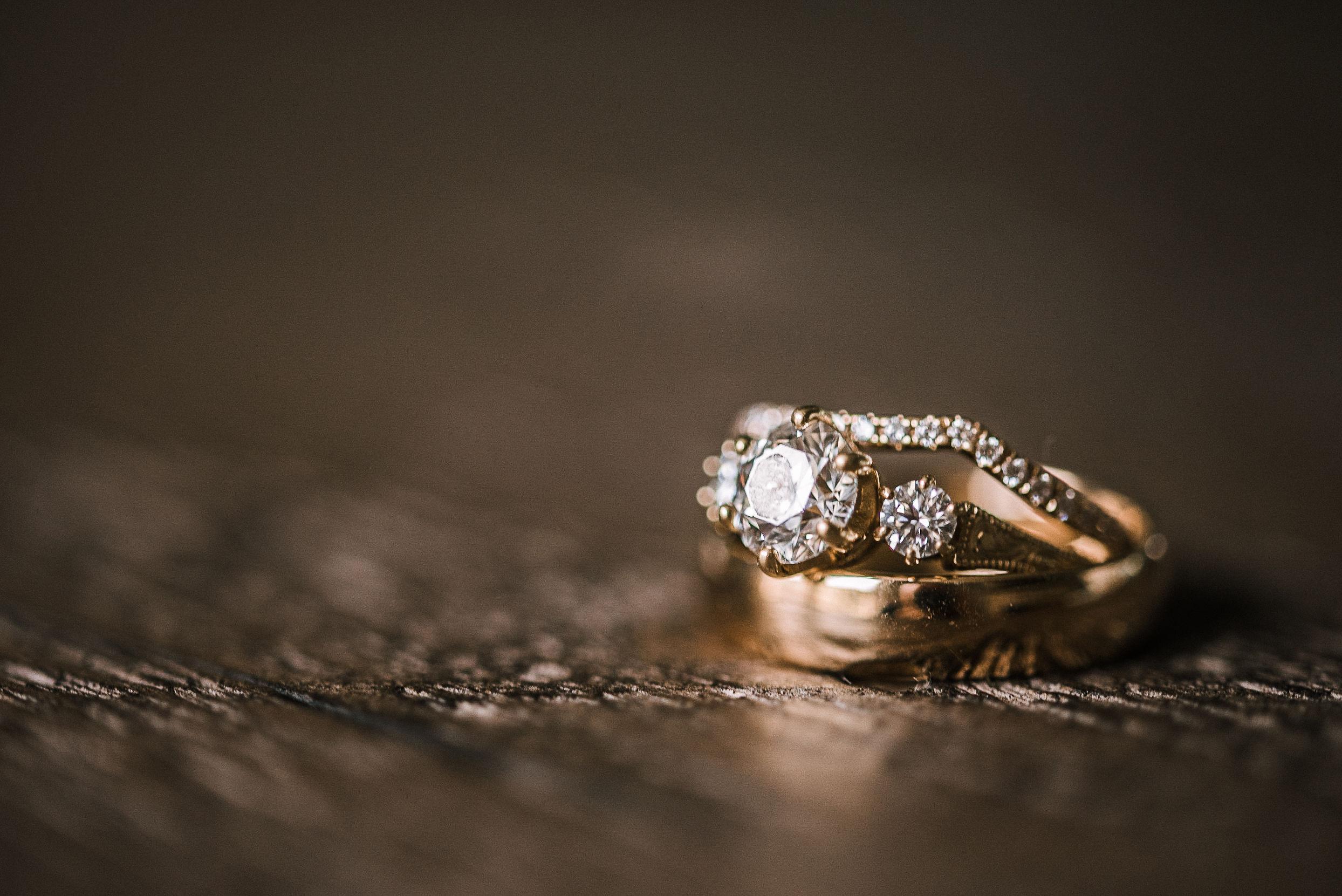 detail shot of wedding rings at House Mountain Inn & Irvine Estate