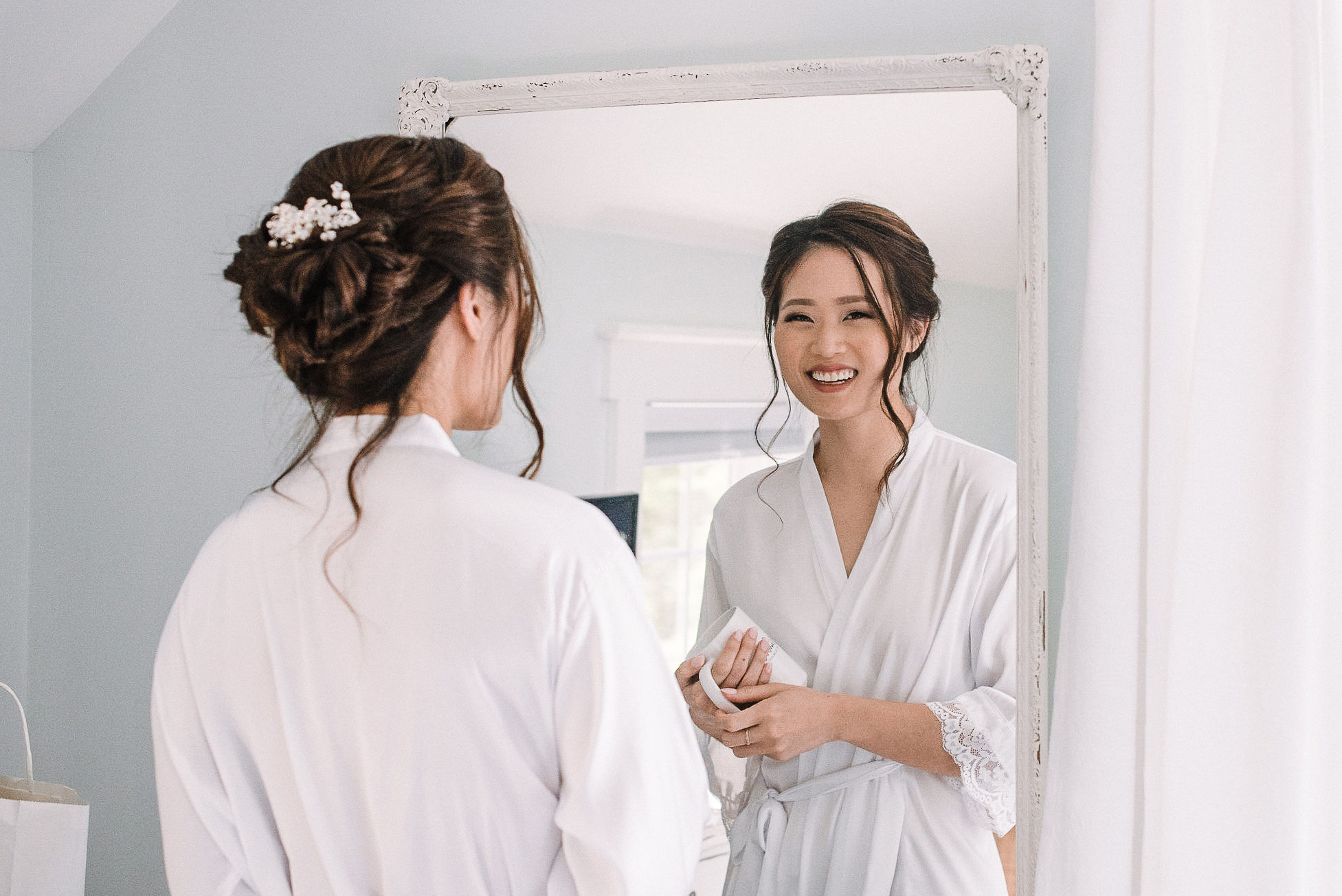 bride getting ready at House Mountain Inn & Irvine Estate
