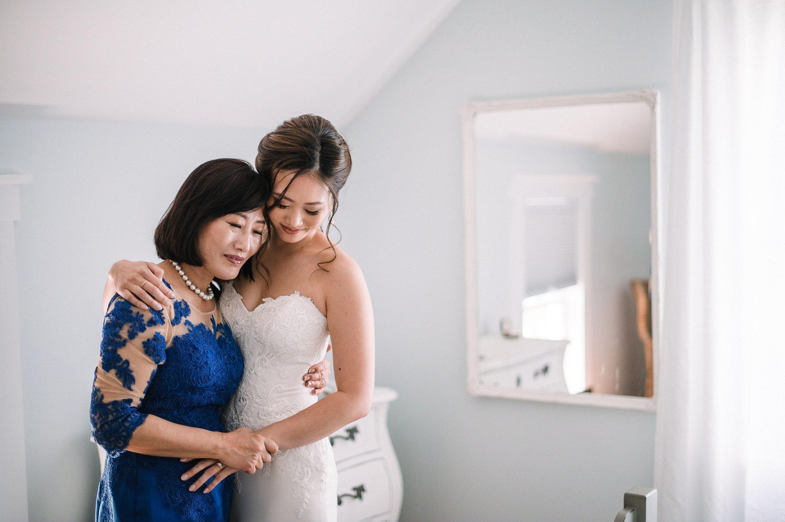 bride hugging her mother at House Mountain Inn & Irvine Estate