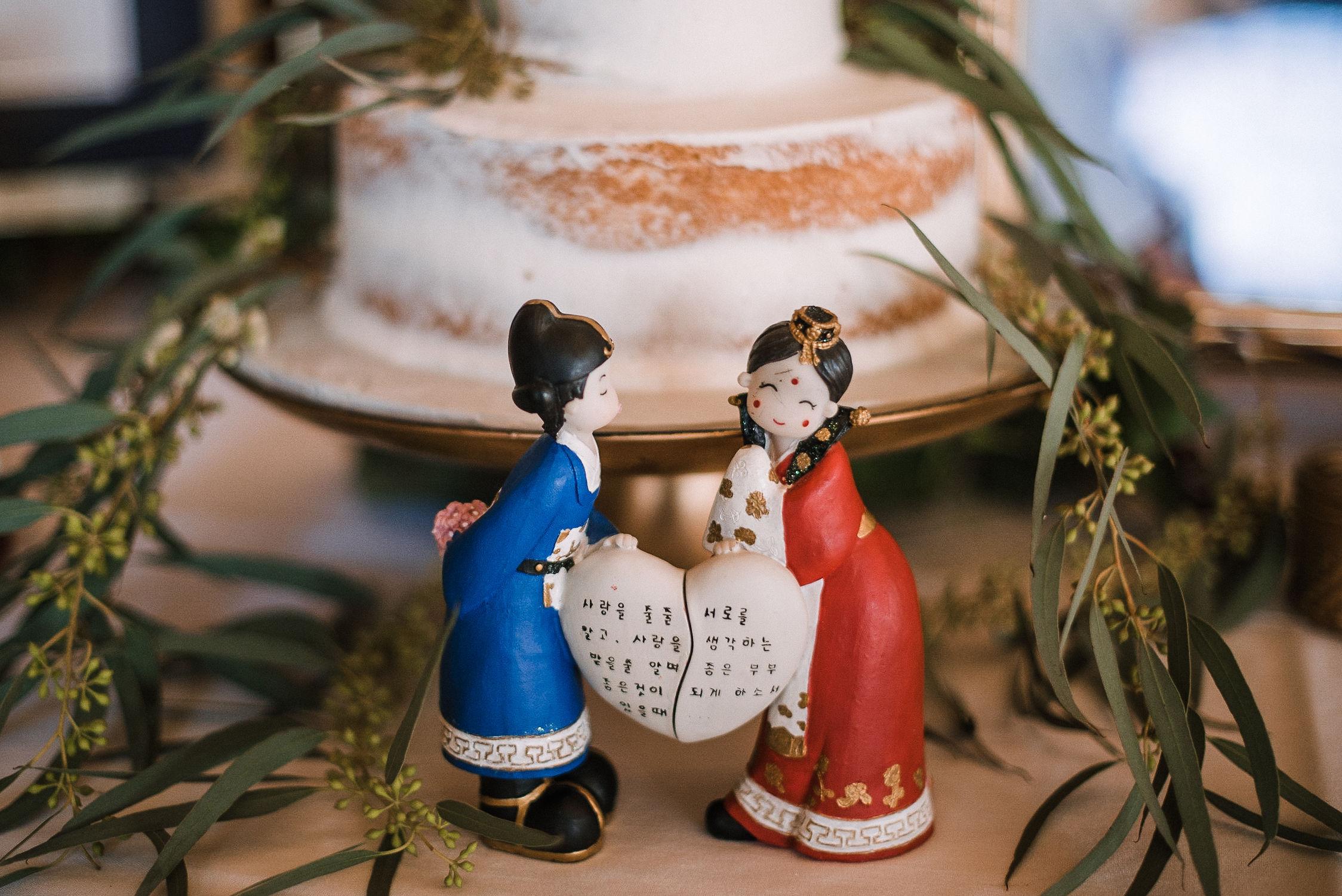wedding cake details at House Mountain Inn & Irvine Estate