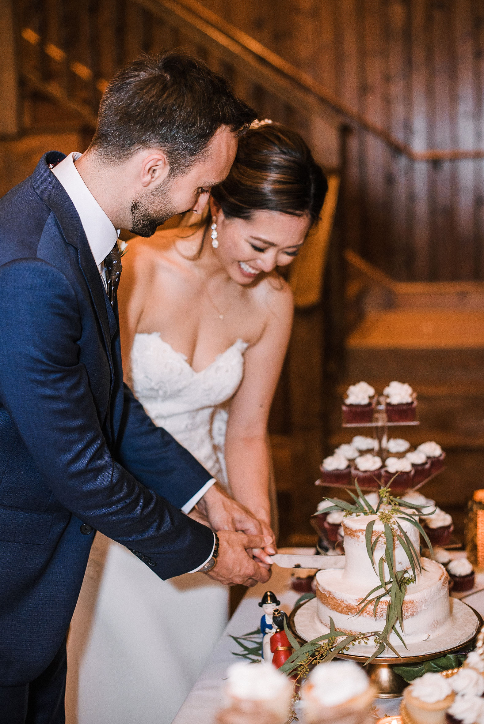 bride and groom cutting the cake at House Mountain Inn & Irvine Estate