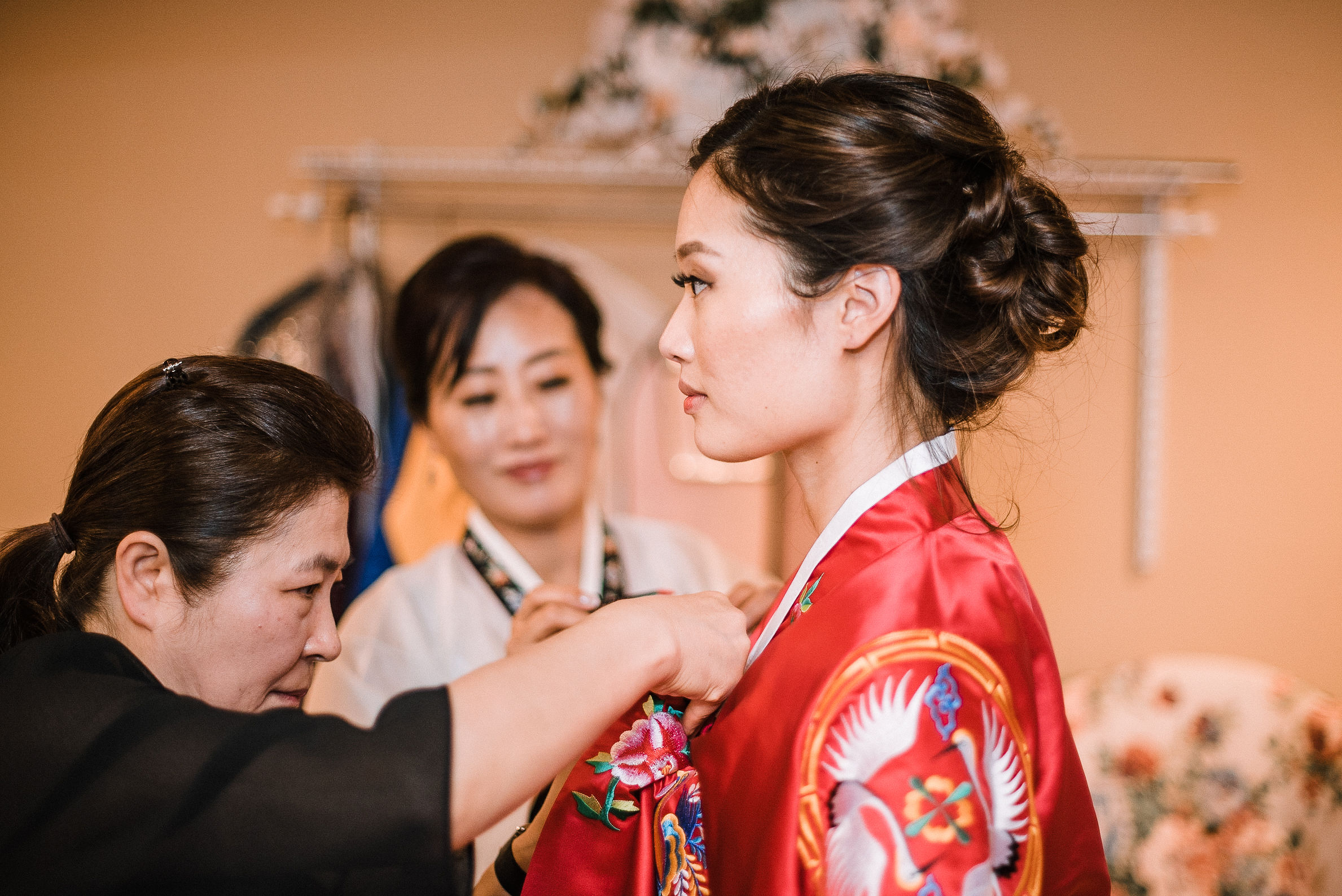 bride getting ready for traditional korean ceremony at House Mountain Inn & Irvine Estate