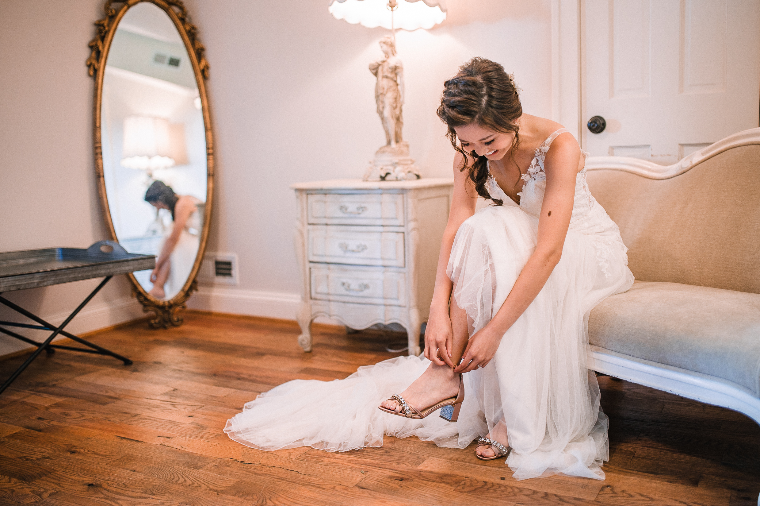 bride putting on shoes at Bluemont Vineyard