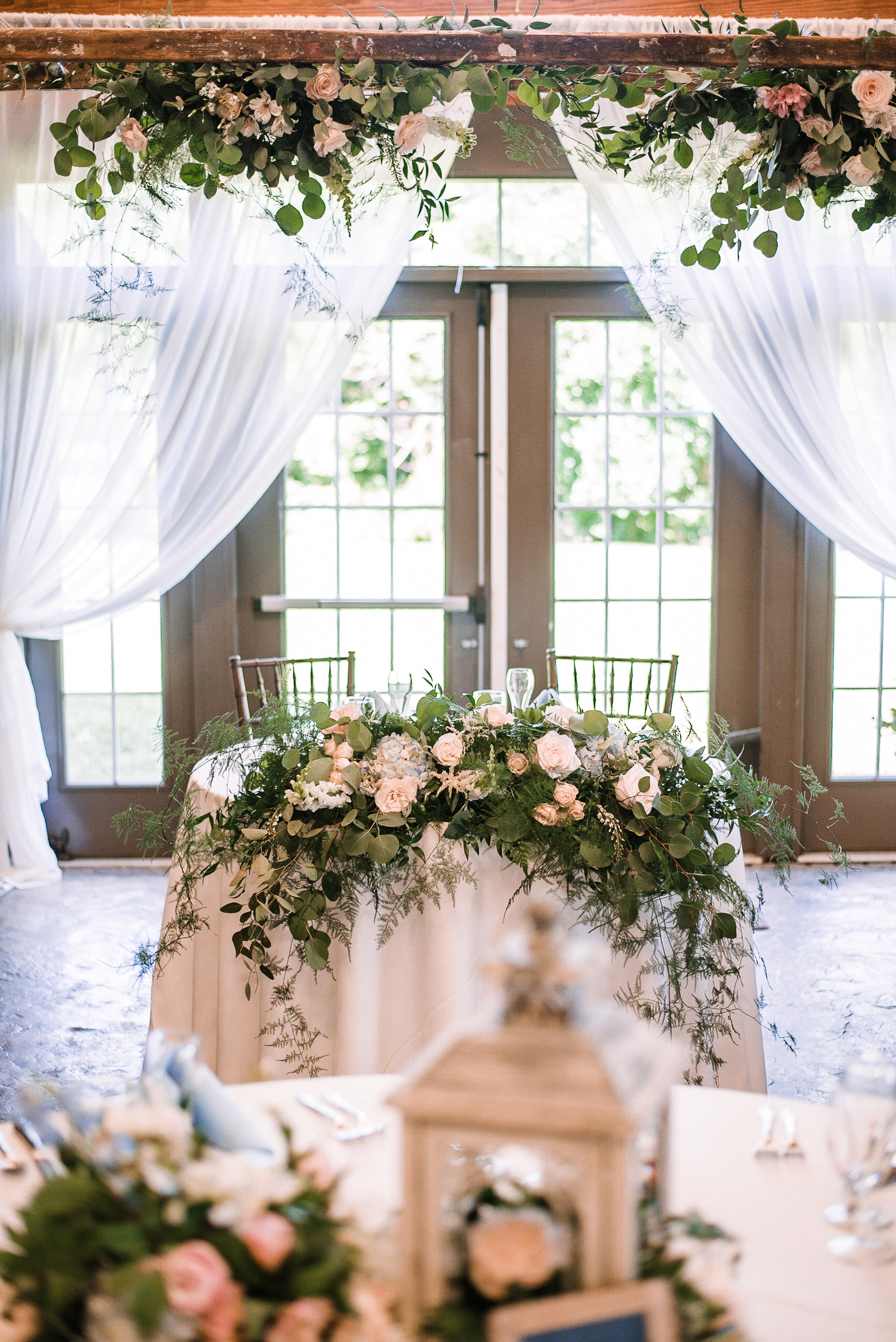 sweetheart table wedding shot at Bluemont Vineyard