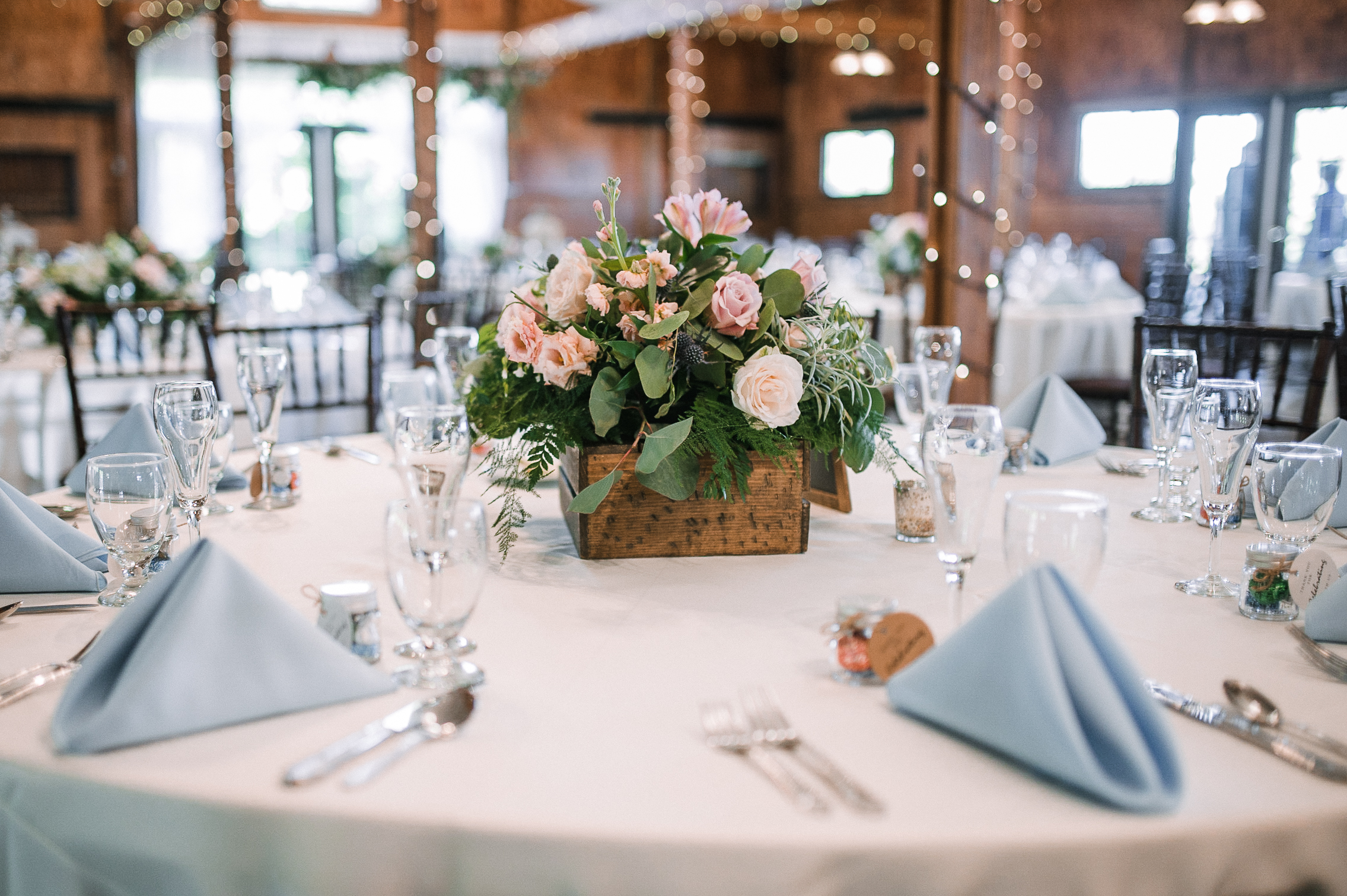 reception table detail shot at Bluemont Vineyard