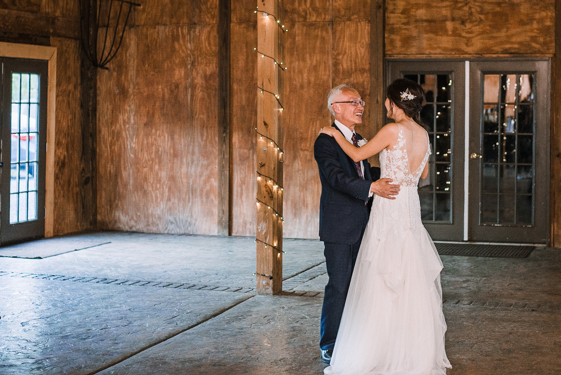 bride and dad dance at Bluemont Vineyard