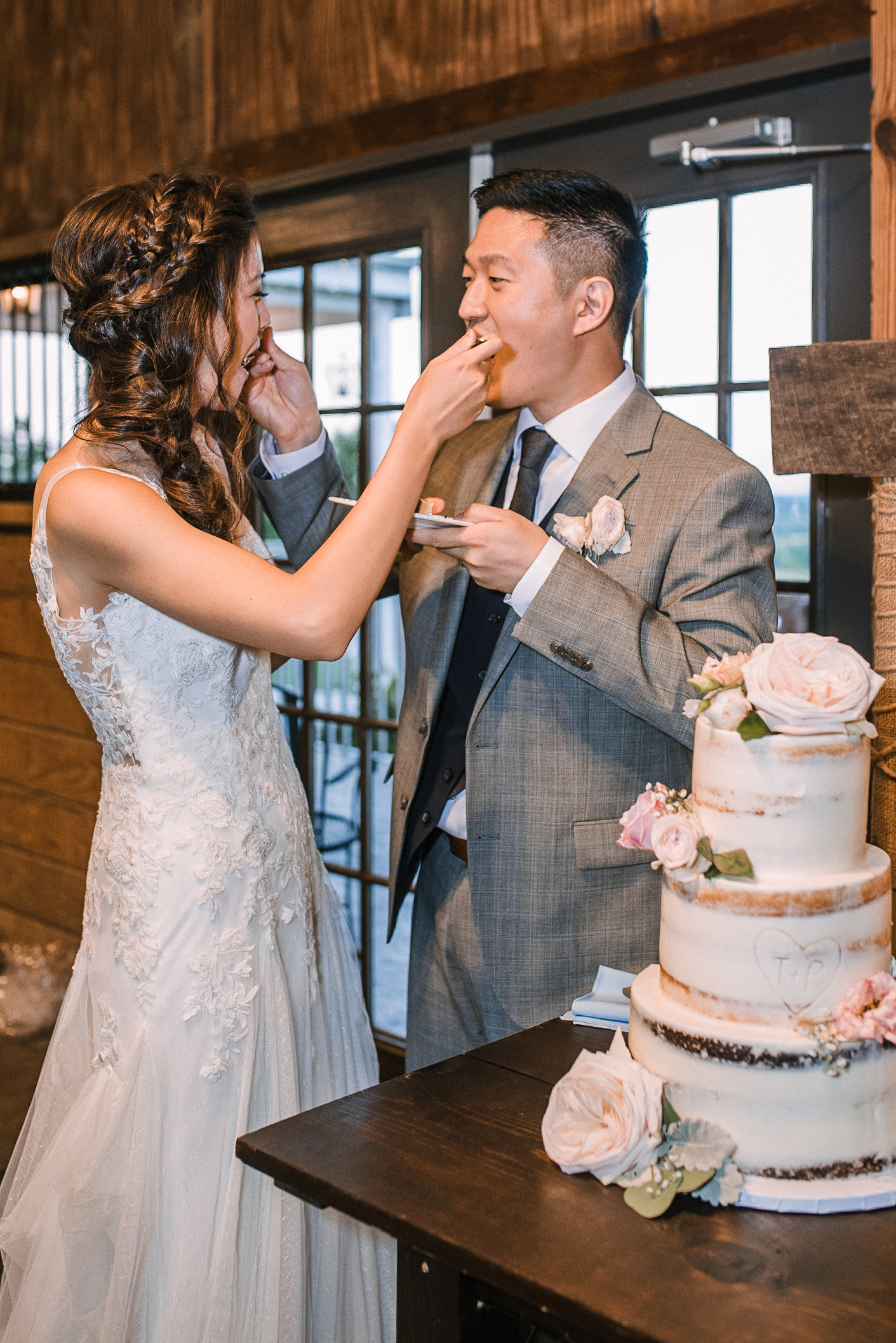 bride and groom eating cake at Bluemont Vineyard