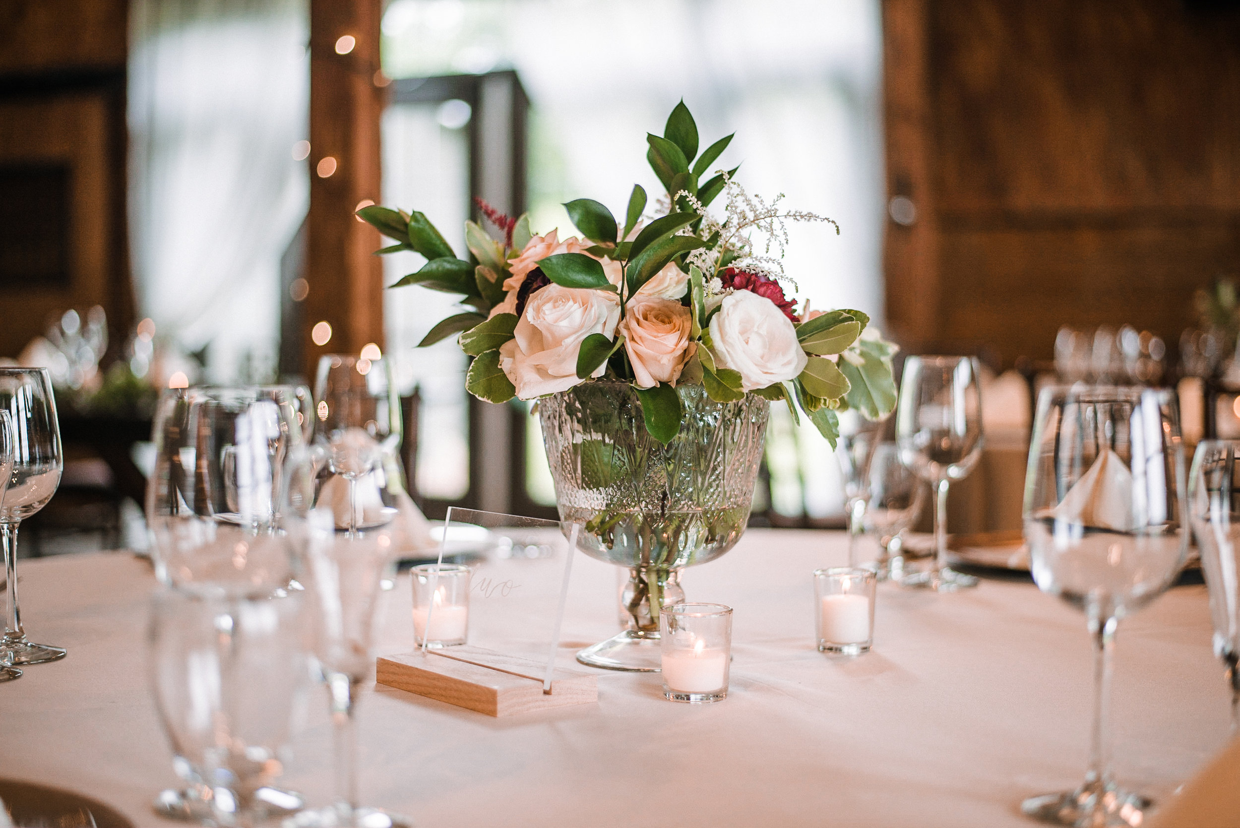 reception details of centerpiece at Bluemont Vineyard