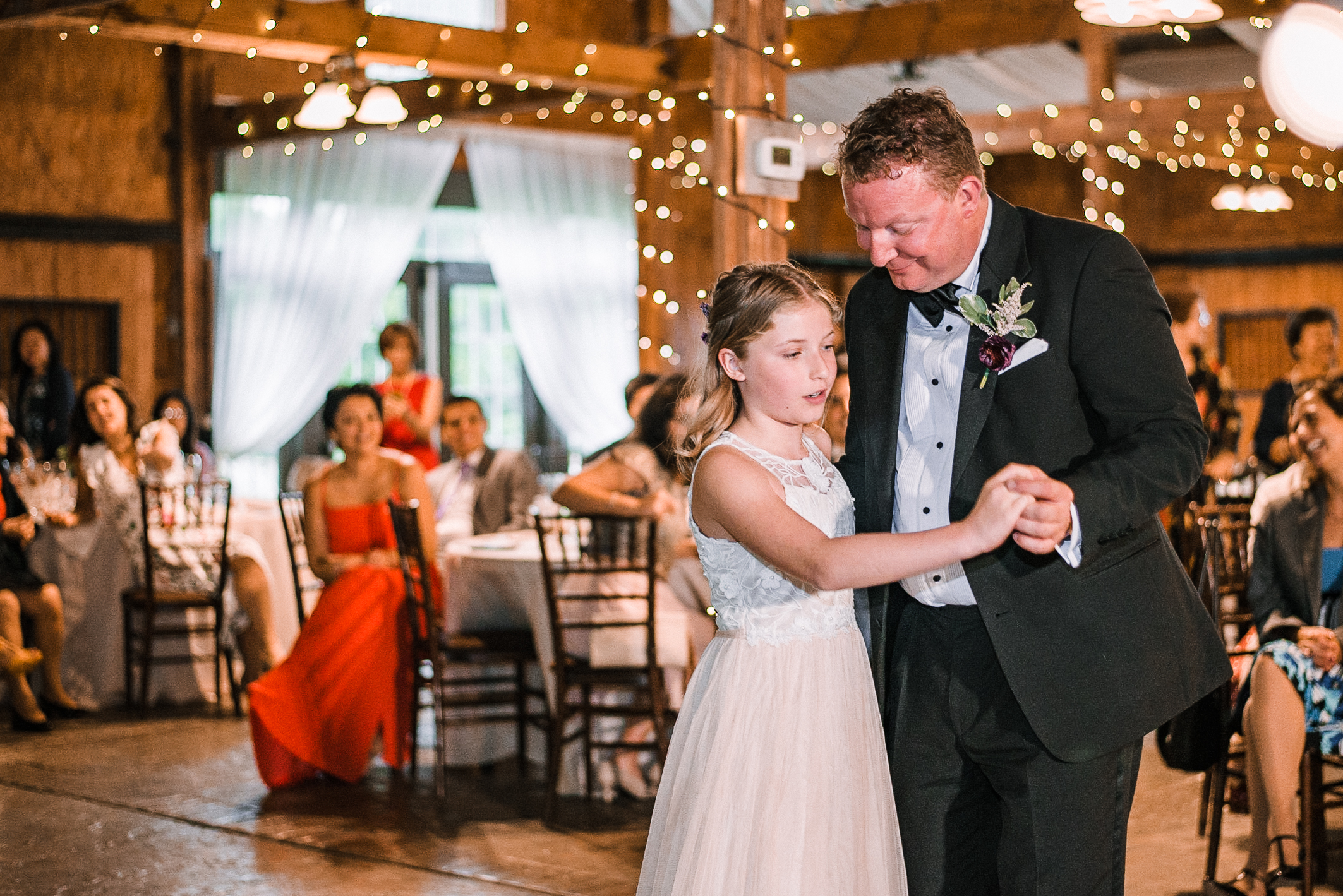 groom dancing with his daughter at Bluemont Vineyard