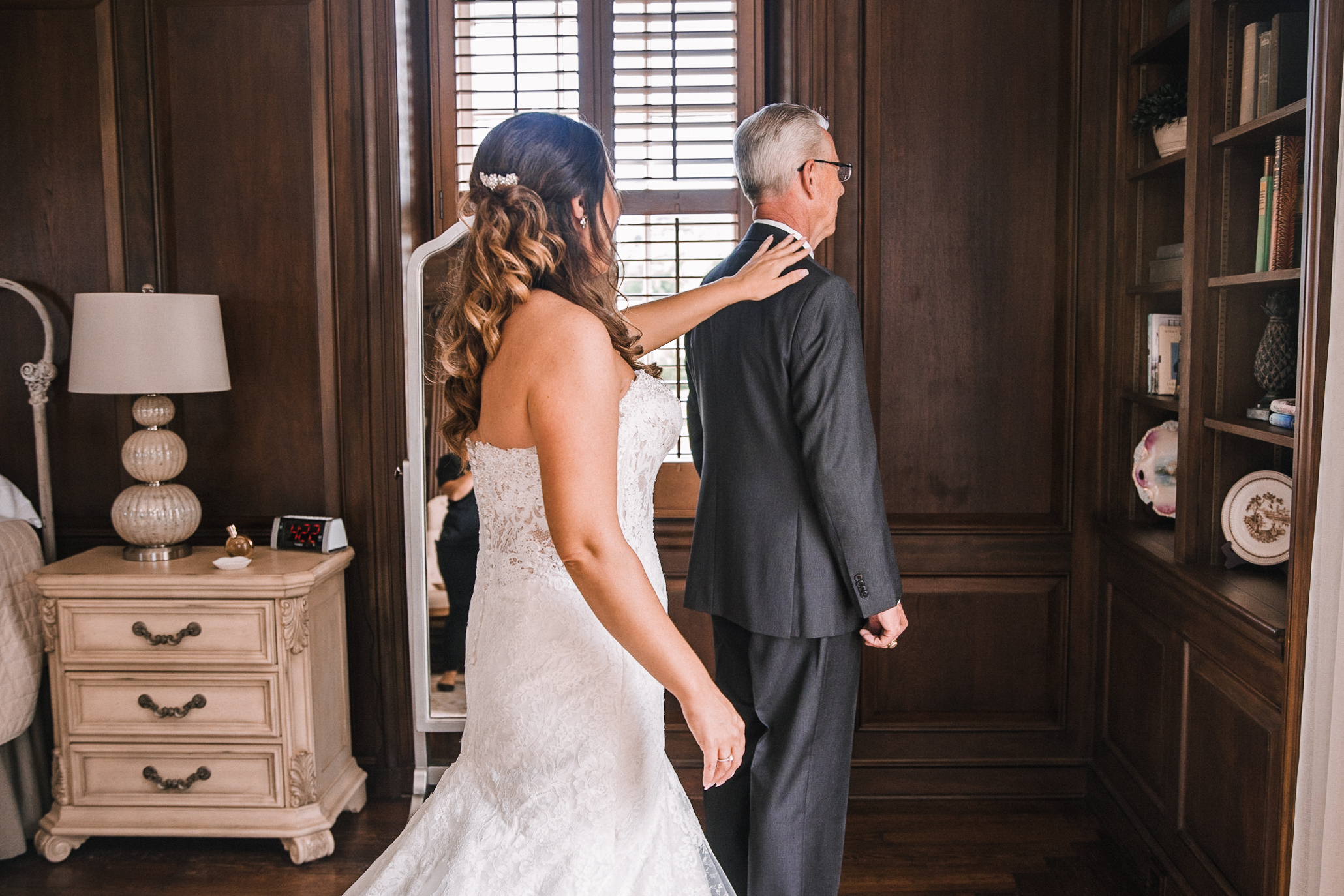 bride doing a first look with her dad at Evergreen Country Club