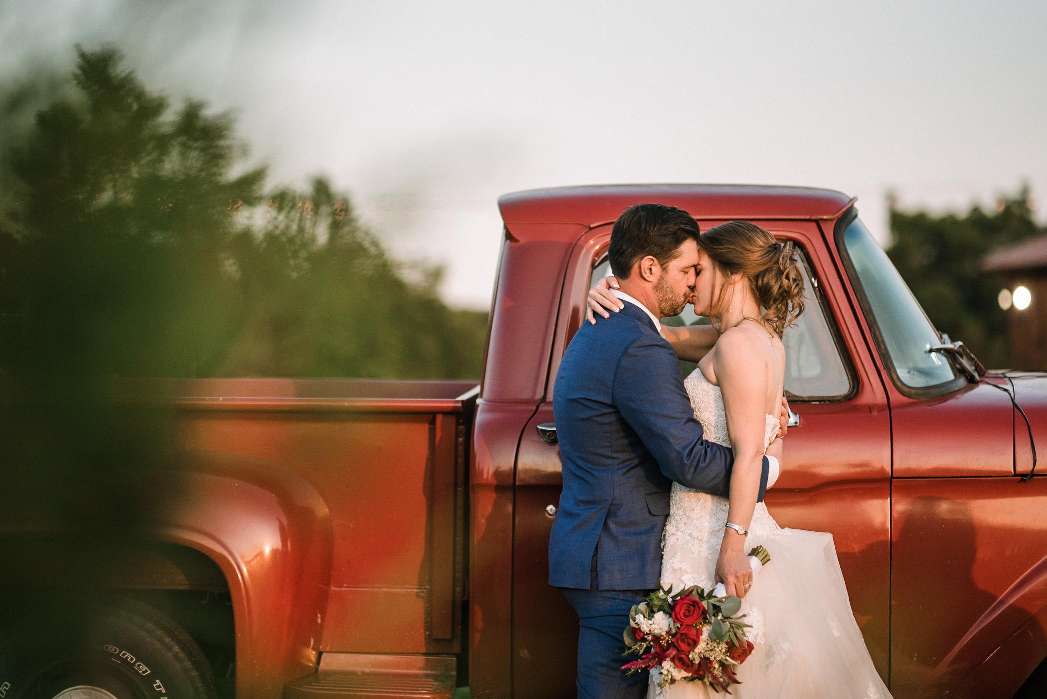 bride and groom kissing at Faithbrooke Barn & Vineyards