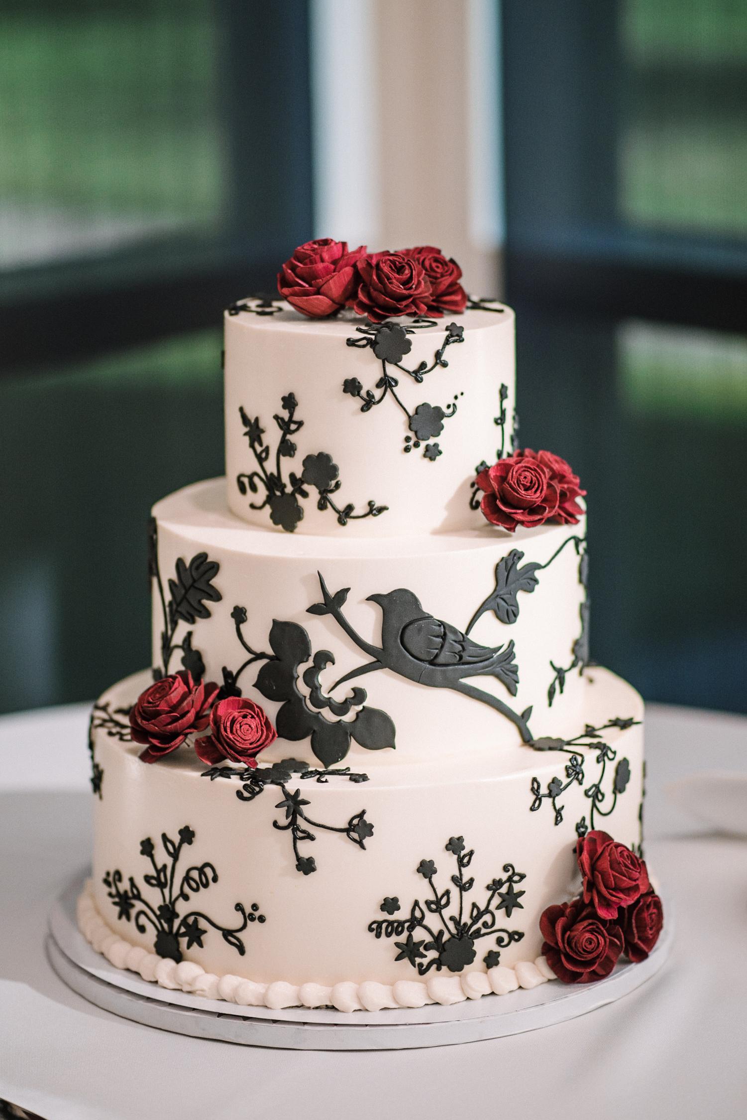 detail shot of wedding cake at The Newton White Mansion