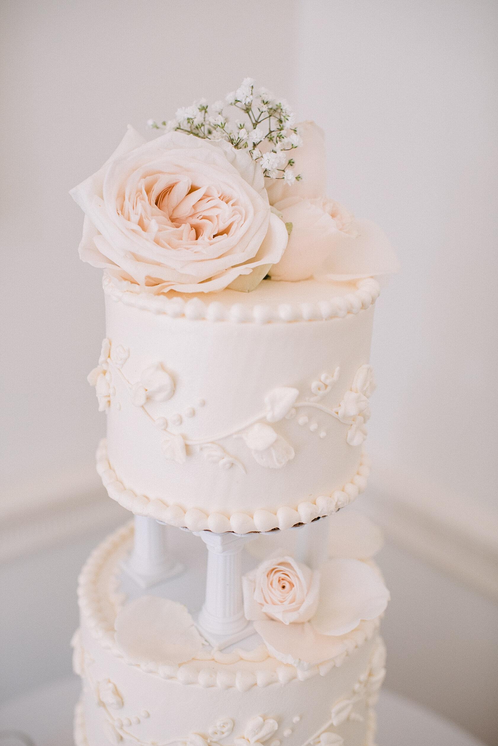 detail shot of wedding cake at Rust Manor House
