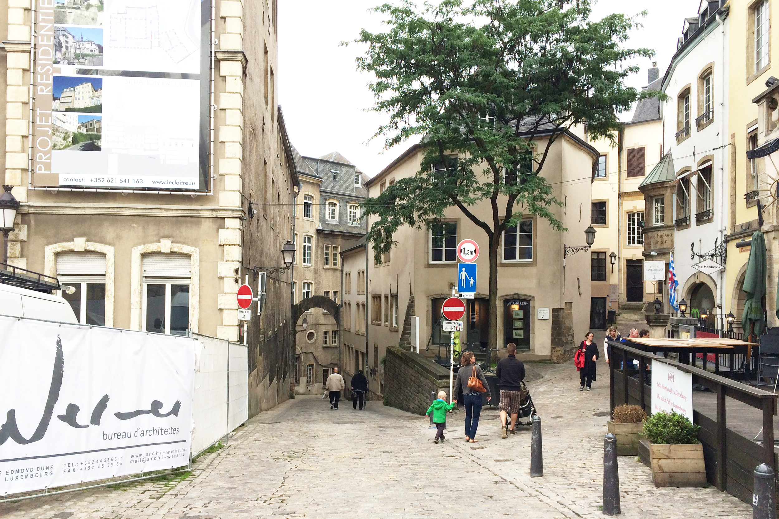 Narrow streets and arches.
