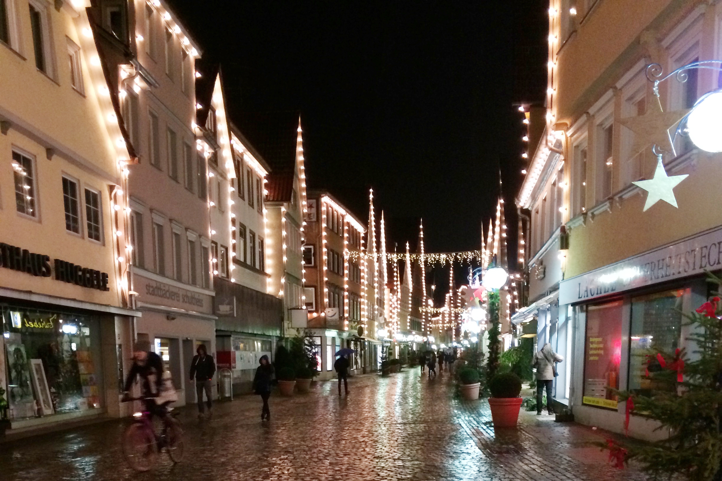 The pretty villageroad leading to the Christmas market.