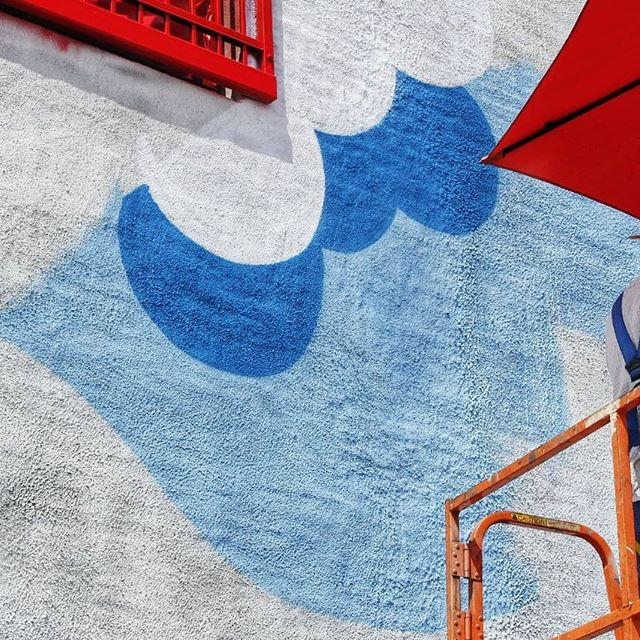 Lil' snipet of the mural at 1801 Oak St. in progress about a month ago ☁️⛱☁️ @rifrafgiraffe #rifrafgiraffe #mural #muralpainting #muralsdaily #sprayallday #paintallnight #killingcans #crushingwalls #urbanart #streetart #contemporaryart #spraypaint #kobra @kobrapaint #kc #kccrossroads #artsdistrict #muraldistrict #paintlife #clouds #WHATCHWHATYOUPAINT #woahbro