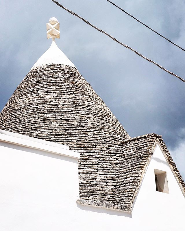 Another trullo, this time an older one, from #alberobello in the old Rione Monti district.  The decoration on top was apparently a signature of the builder.  #pugliaitaly #trulli #unescoheritagesite @goodliving_retreats
