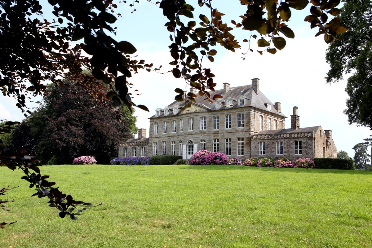 castle-bouceel-chateau-france.jpg