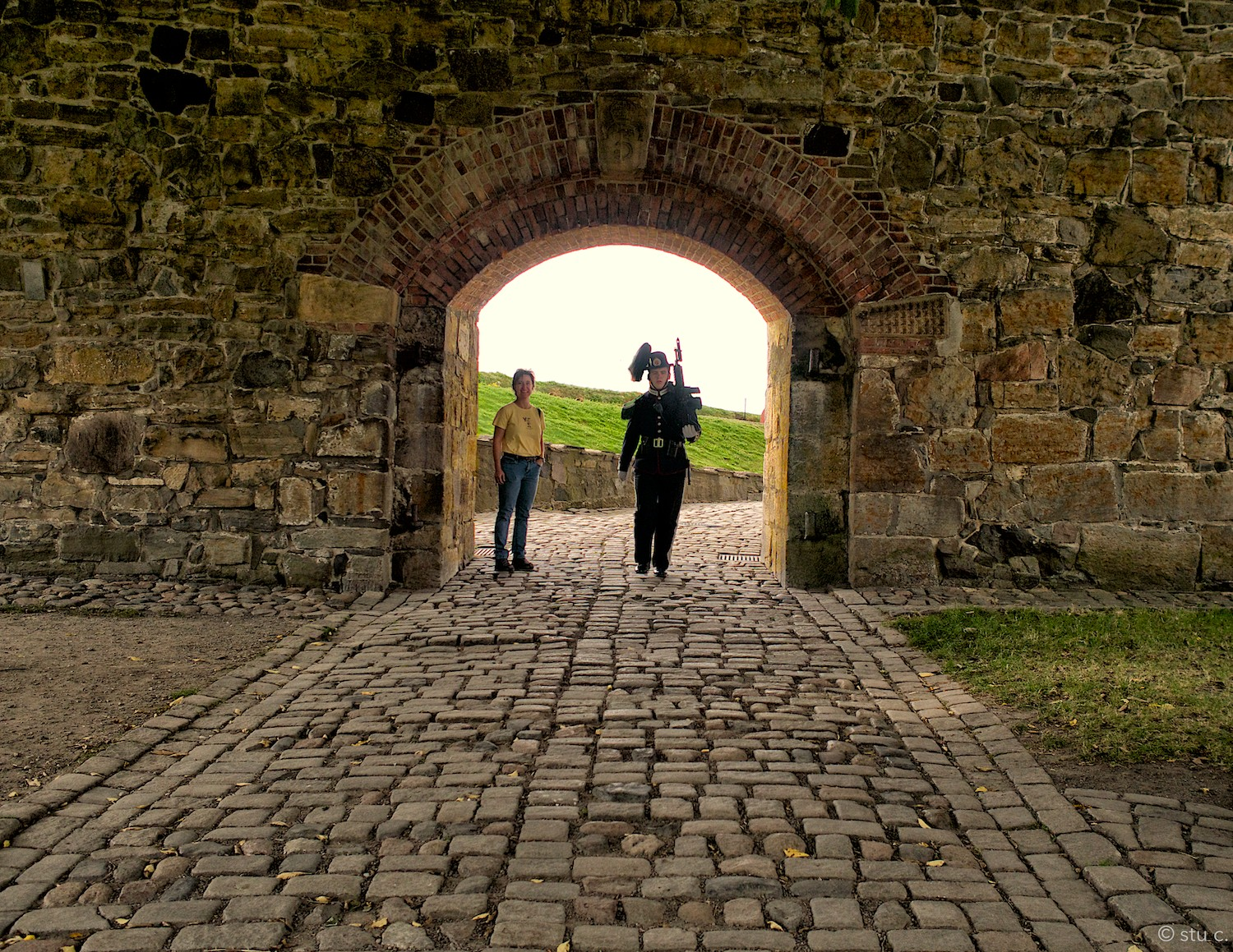 Fortress guards seem to be both ceremonial and functional, yet there's no separation between tourists and patrols.