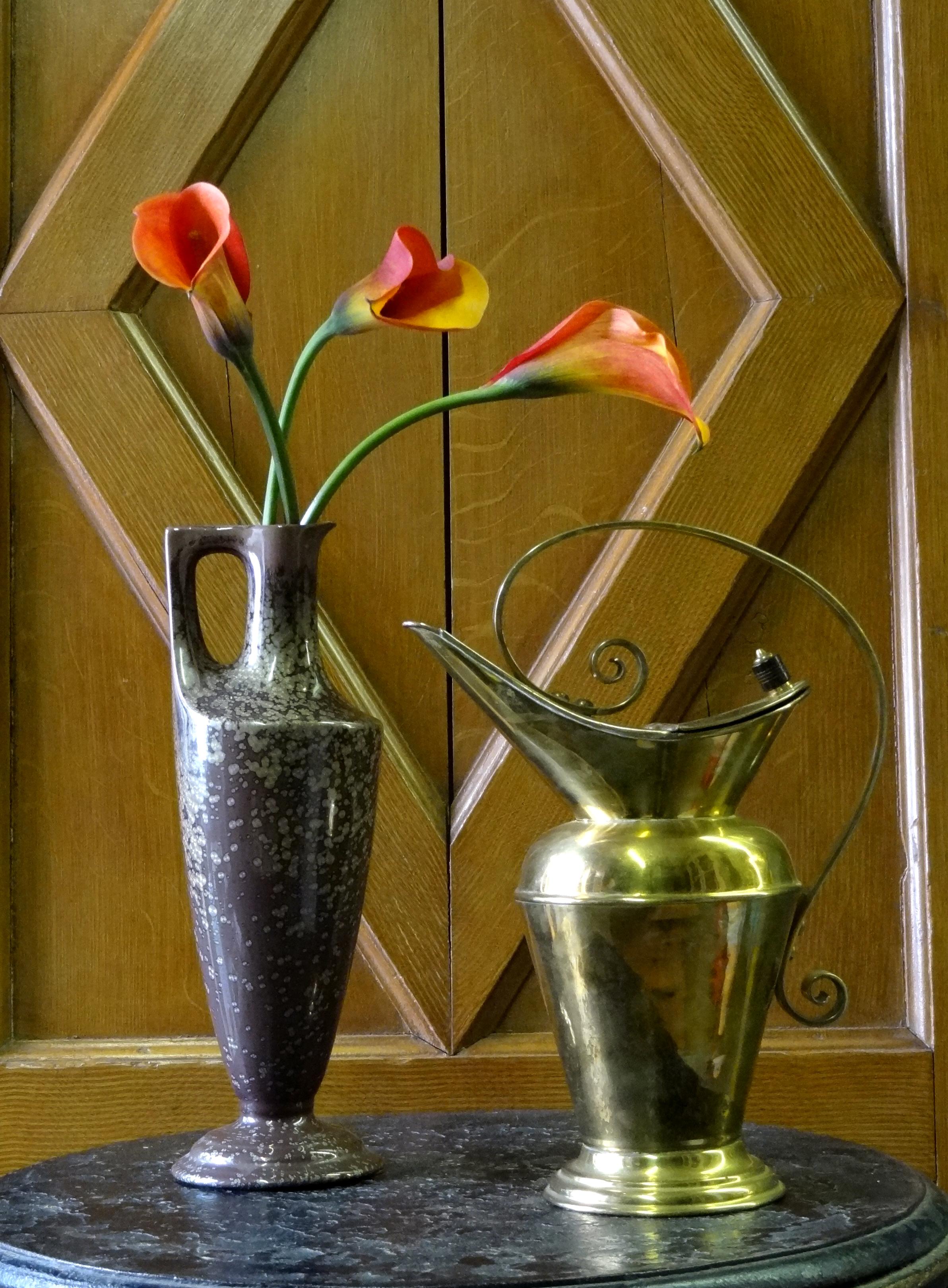 Dresser pitcher and vase