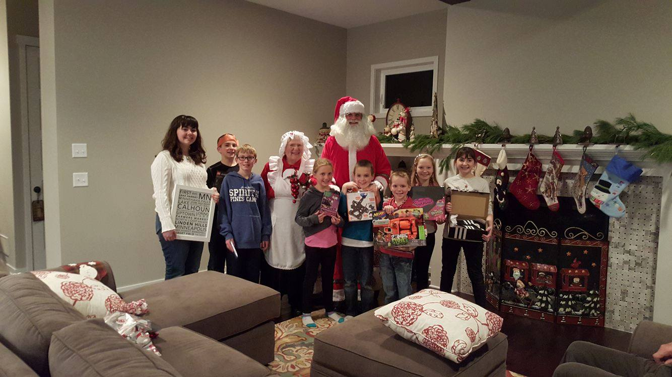 Santa & Mrs. Claus love visiting families of all sizes!