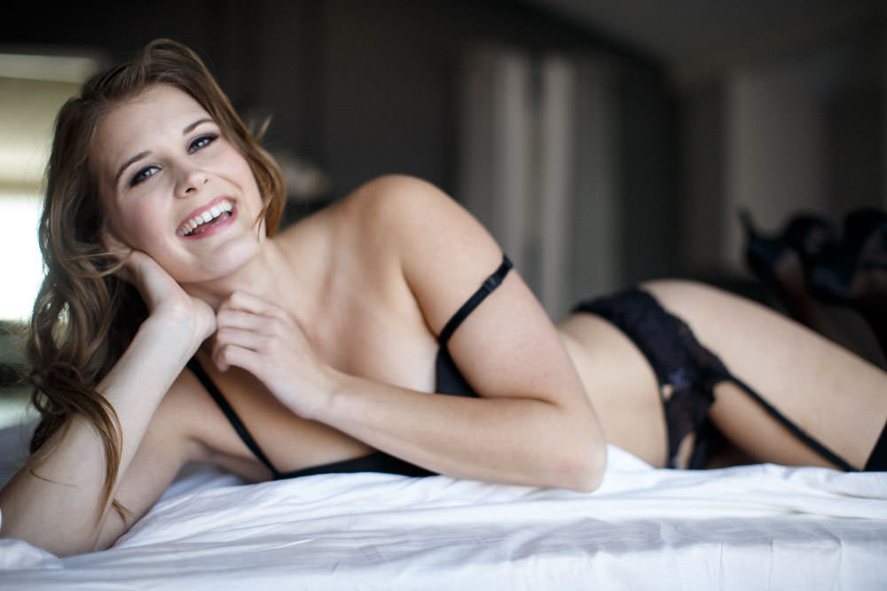 smiles are sexy in this boudoir portrait in venice california