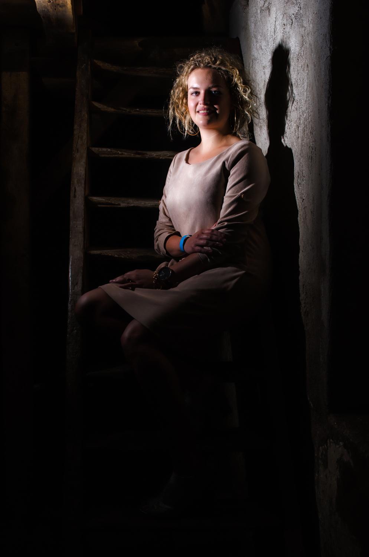 Portret op de trap in de watermolen
